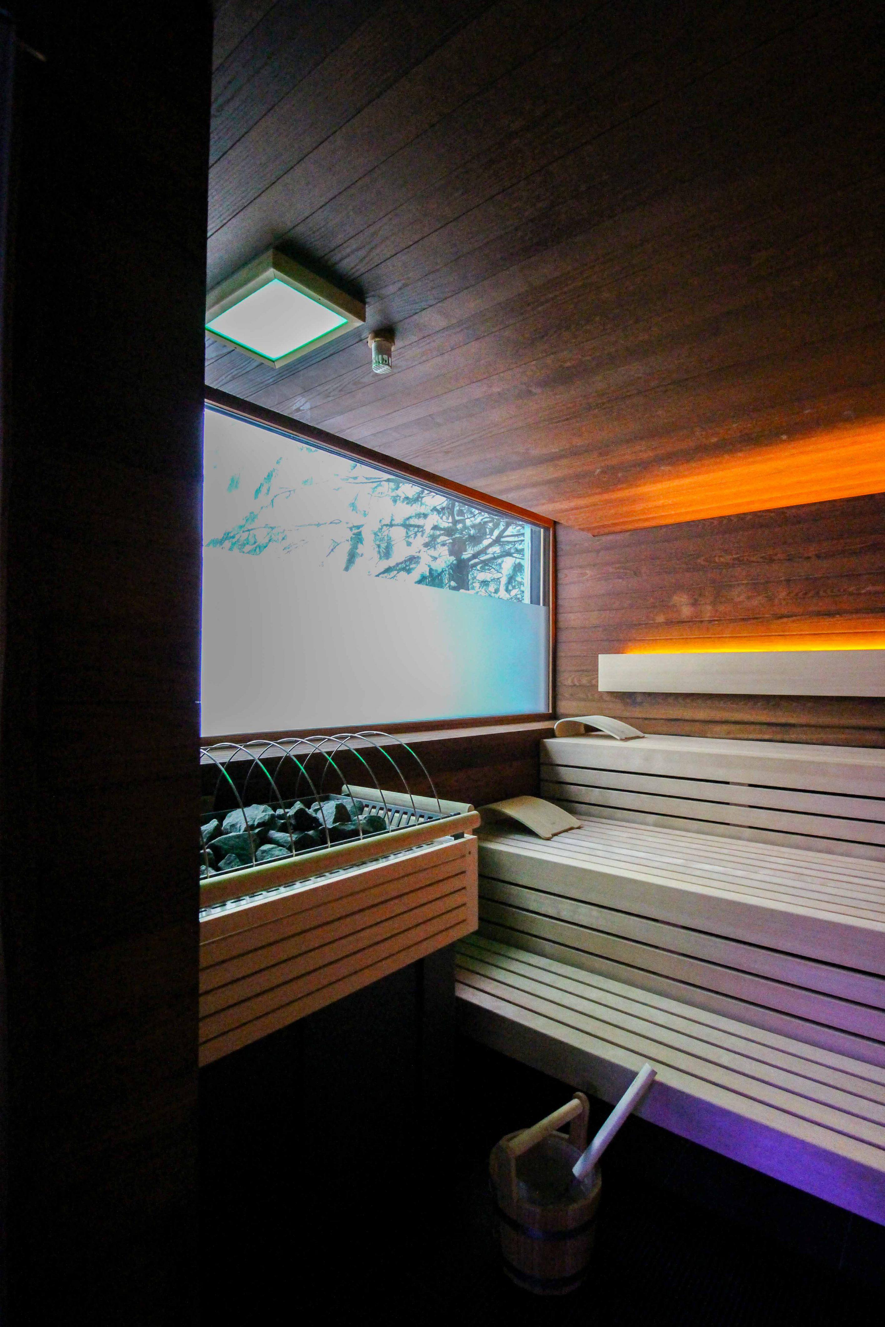 Wellnesswochenende Österreich Sonne Lifestyle Resort Mellau Wellnesshotel Bregenzerwald Wellnessbereich Sauna 90 Grad Reiseblog