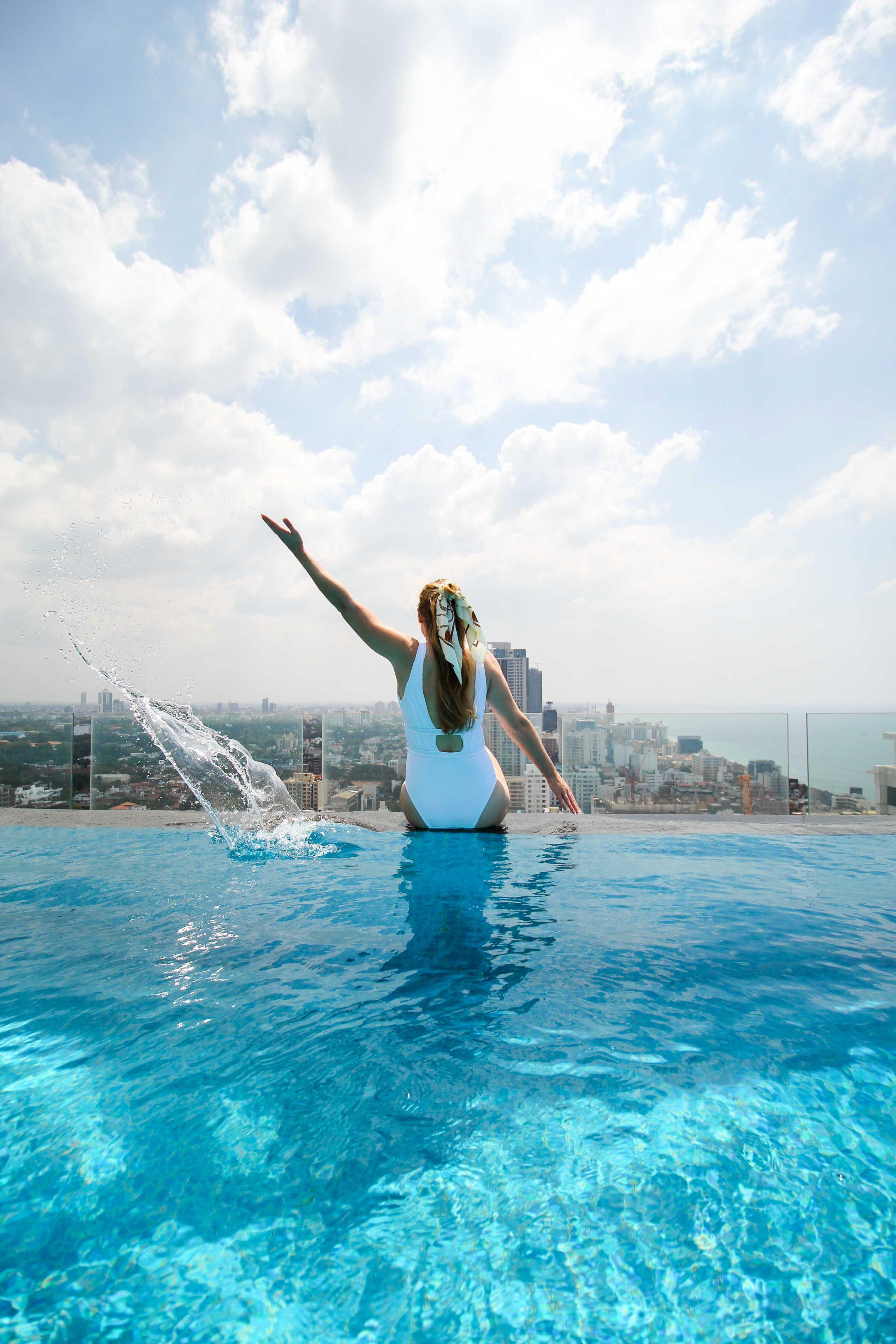 Infinity Pool Skyline Colombo Mövenpick Colombo Hotel Reiseblog Brinisfashionbook bestes Hotel Sri Lanka