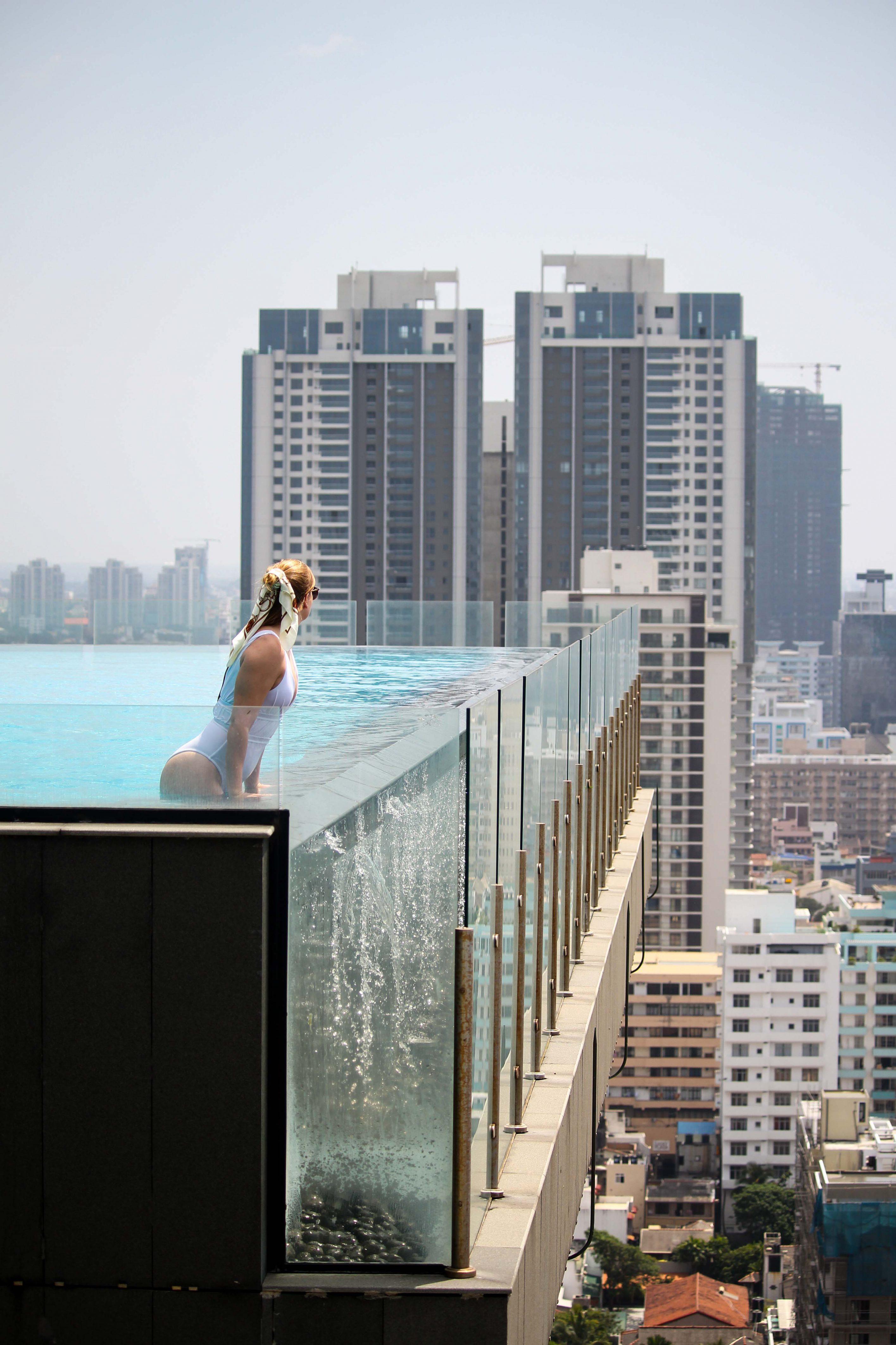 Infinity Pool Skyline Colombo Mövenpick Colombo Hotel Reiseblog Brinisfashionbook bestes Hotel Sri Lanka 3