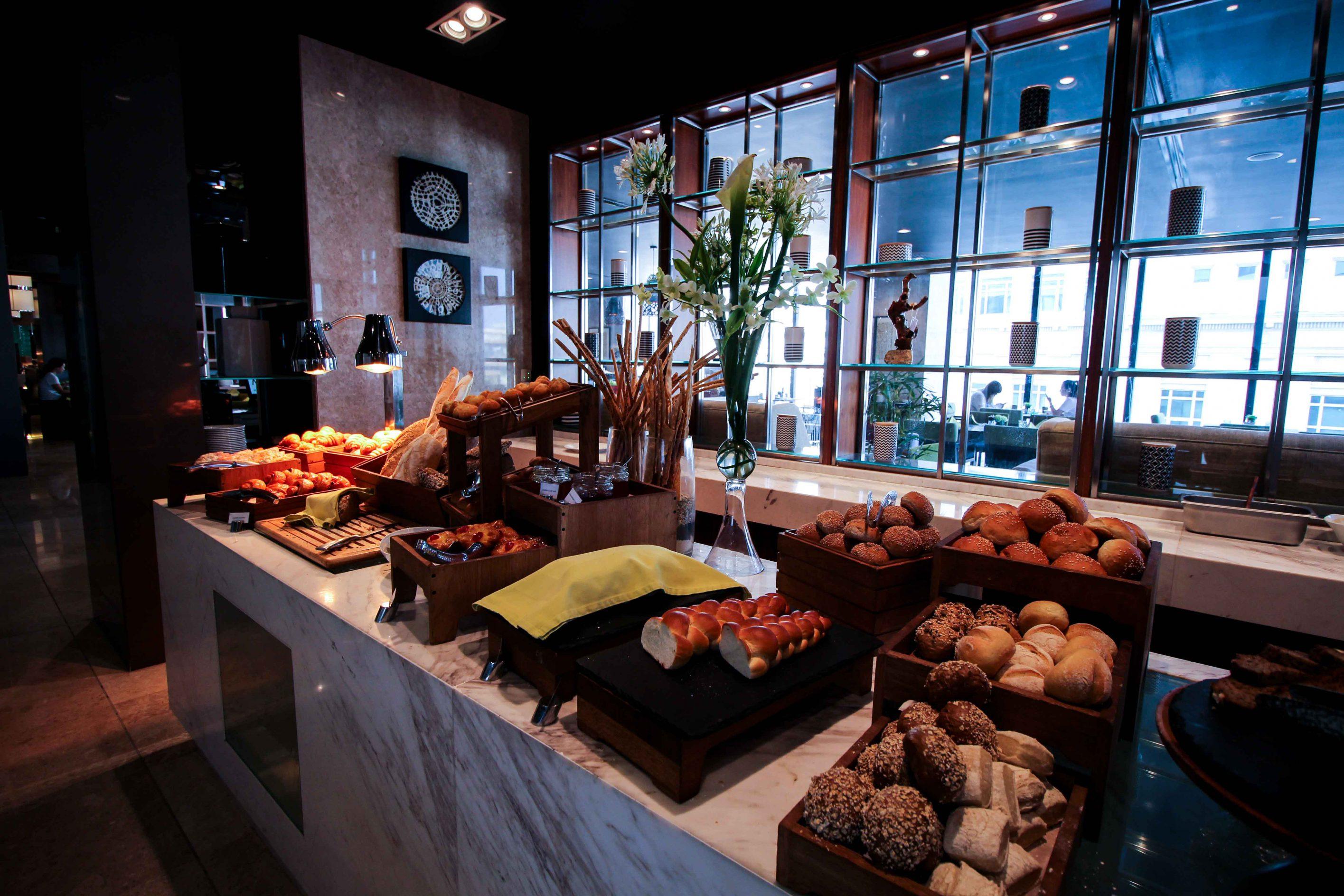 Mövenpick Colombo Hotel Frühstück Auswahl Brot Teigwaren Reiseblog Brinisfashionbook Hotel Sri Lanka