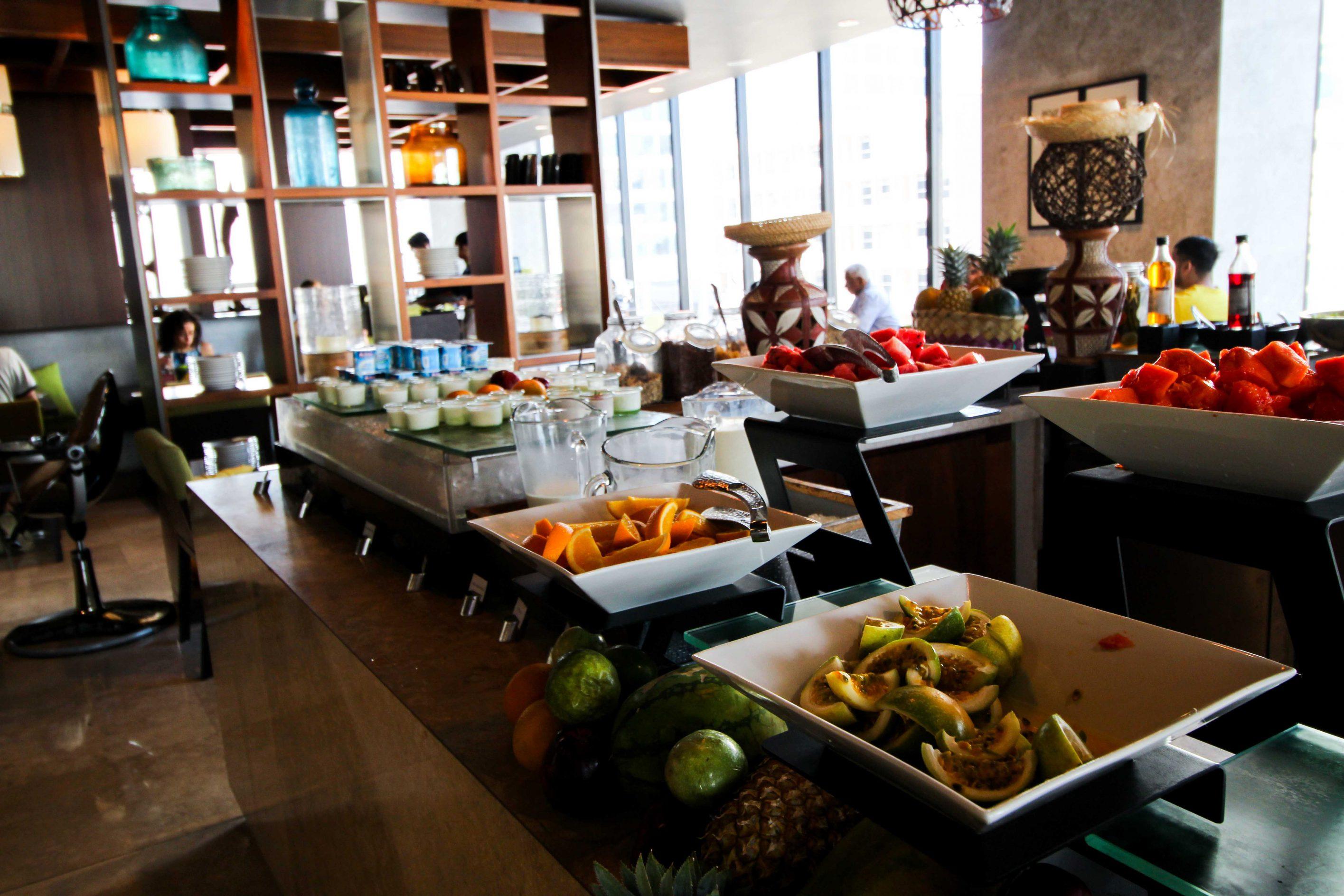 Mövenpick Colombo Hotel Frühstück Auswahl Früchte Reiseblog Brinisfashionbook Hotel Sri Lanka