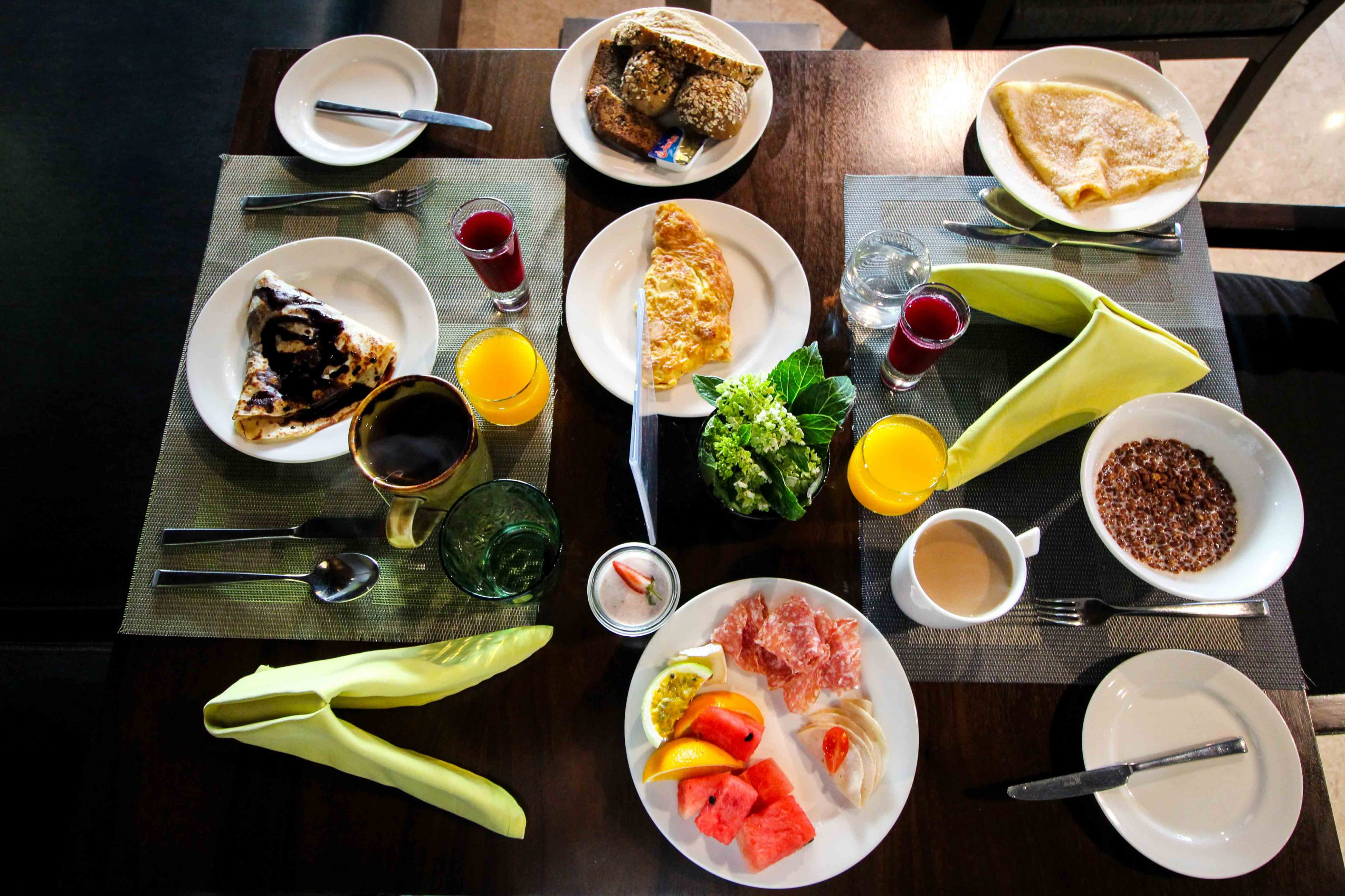 Mövenpick Colombo Hotel Frühstück Früchte Crepes müsli Reiseblog Brinisfashionbook Hotel Sri Lanka