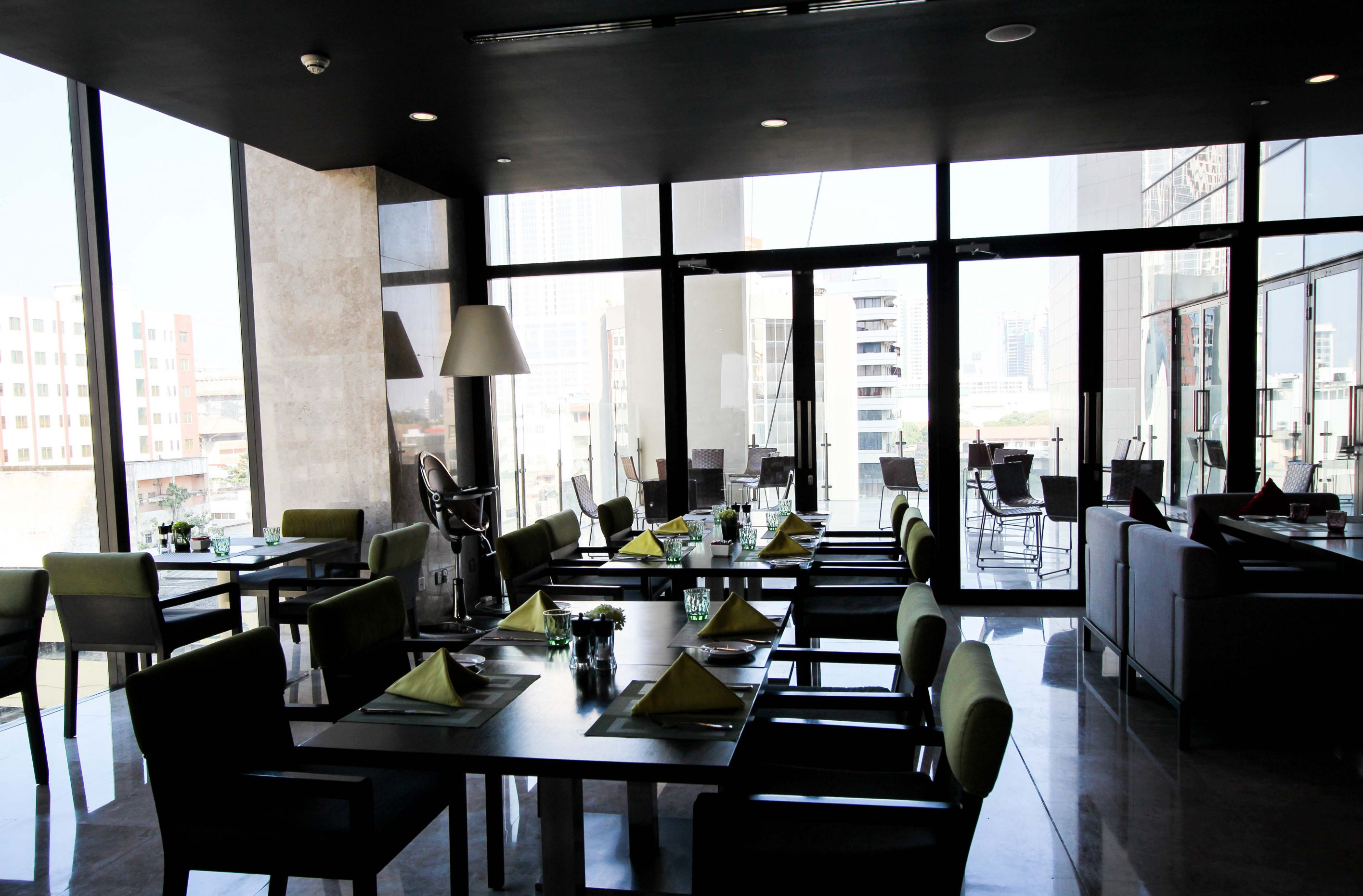Mövenpick Colombo Hotel Frühstück Raum Reiseblog Brinisfashionbook Hotel Sri Lanka