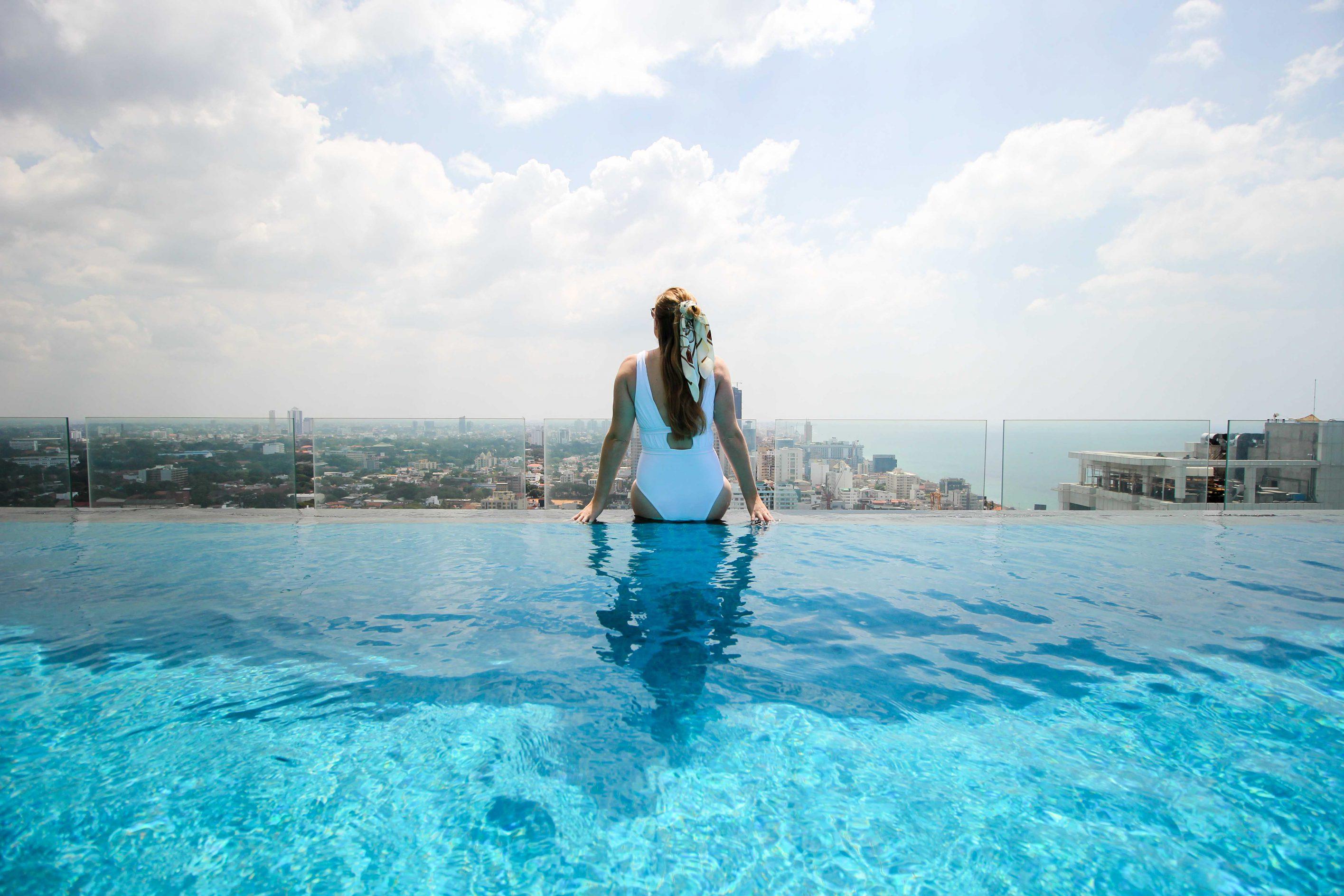 Mövenpick Colombo Hotel Reiseblog Brinisfashionbook Infinity Pool Skyline Colombo bestes Hotel Sri Lanka