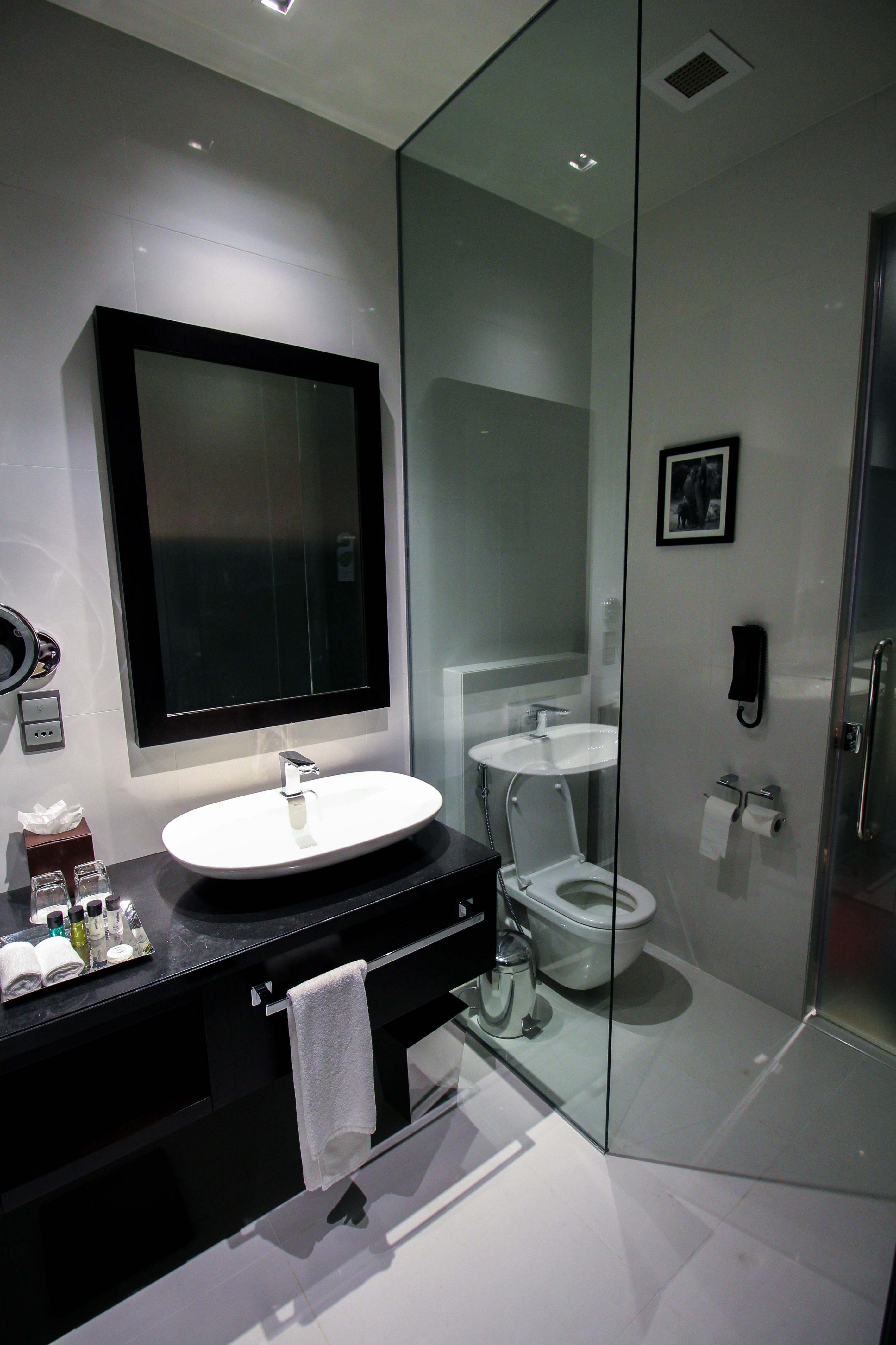 Mövenpick Colombo Hotel Reiseblog Reisebericht Superior Zimmer King-Size Bett Meerblick Badezimmer Rundreise Sri Lanka 2