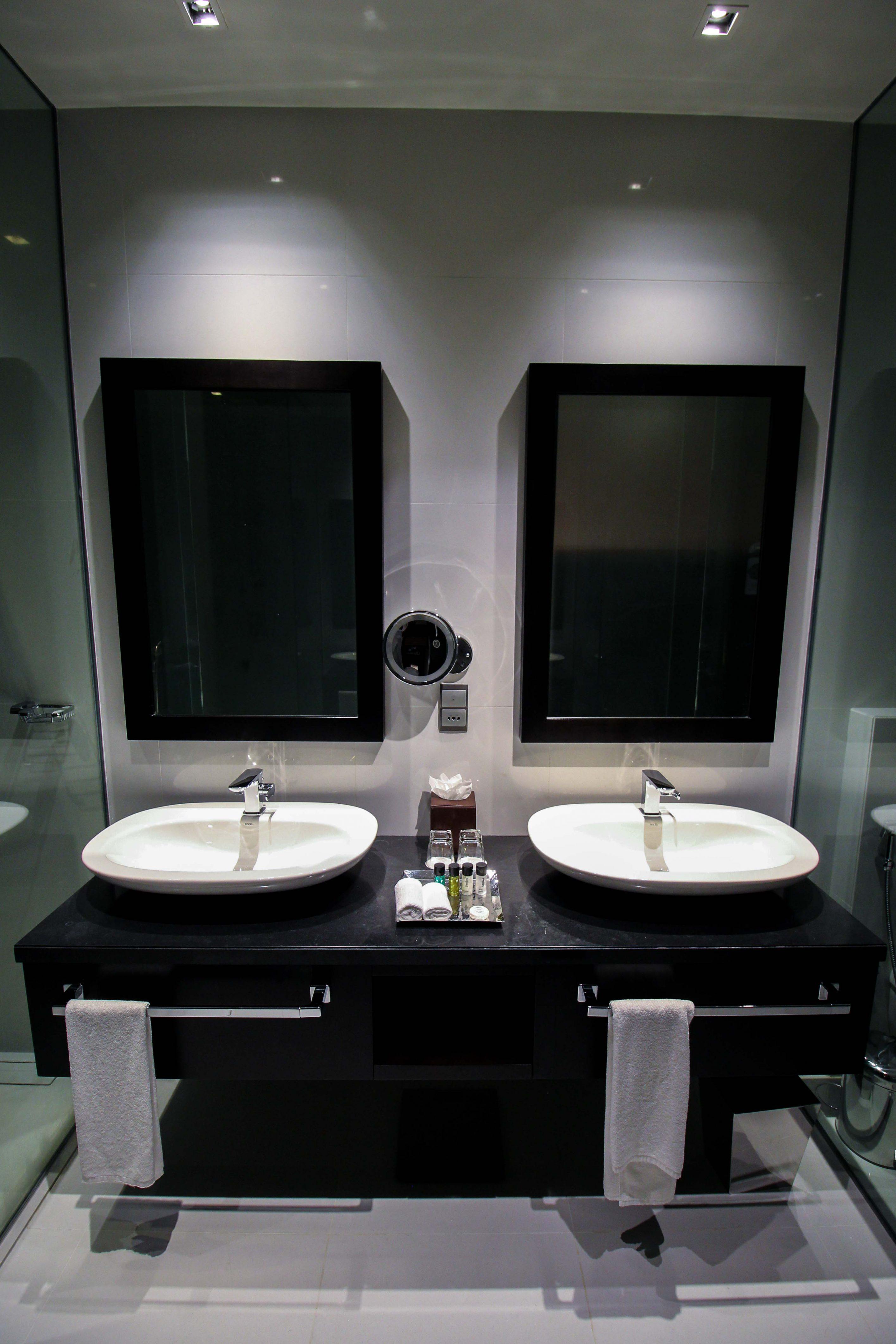 Mövenpick Colombo Hotel Reiseblog Reisebericht Superior Zimmer King-Size Bett Meerblick Badezimmer Rundreise Sri Lanka