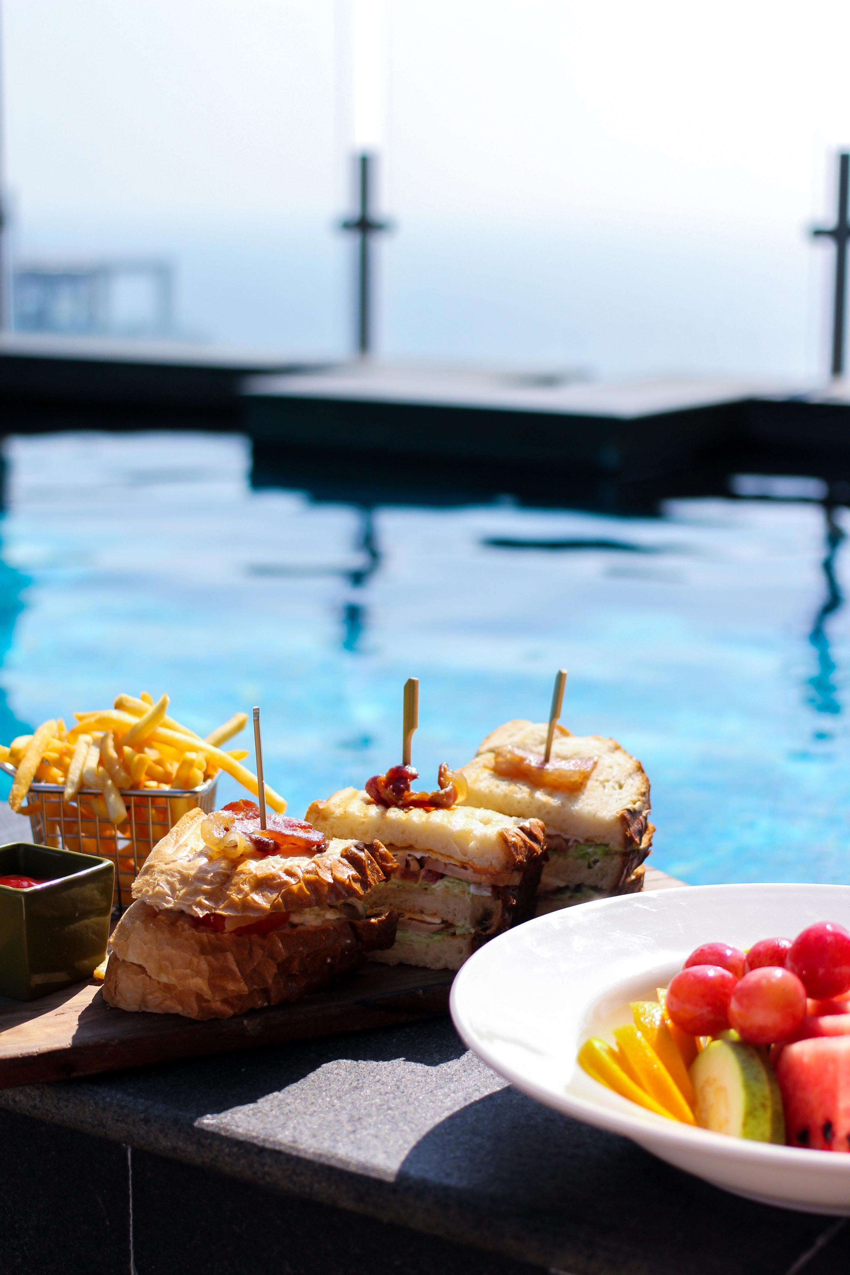 Mövenpick Colombo Hotel Reiseblog Whirlpool Brinisfashionbook Pool Snacks Sandwich Früchte Colombo bestes Hotel Sri Lanka.