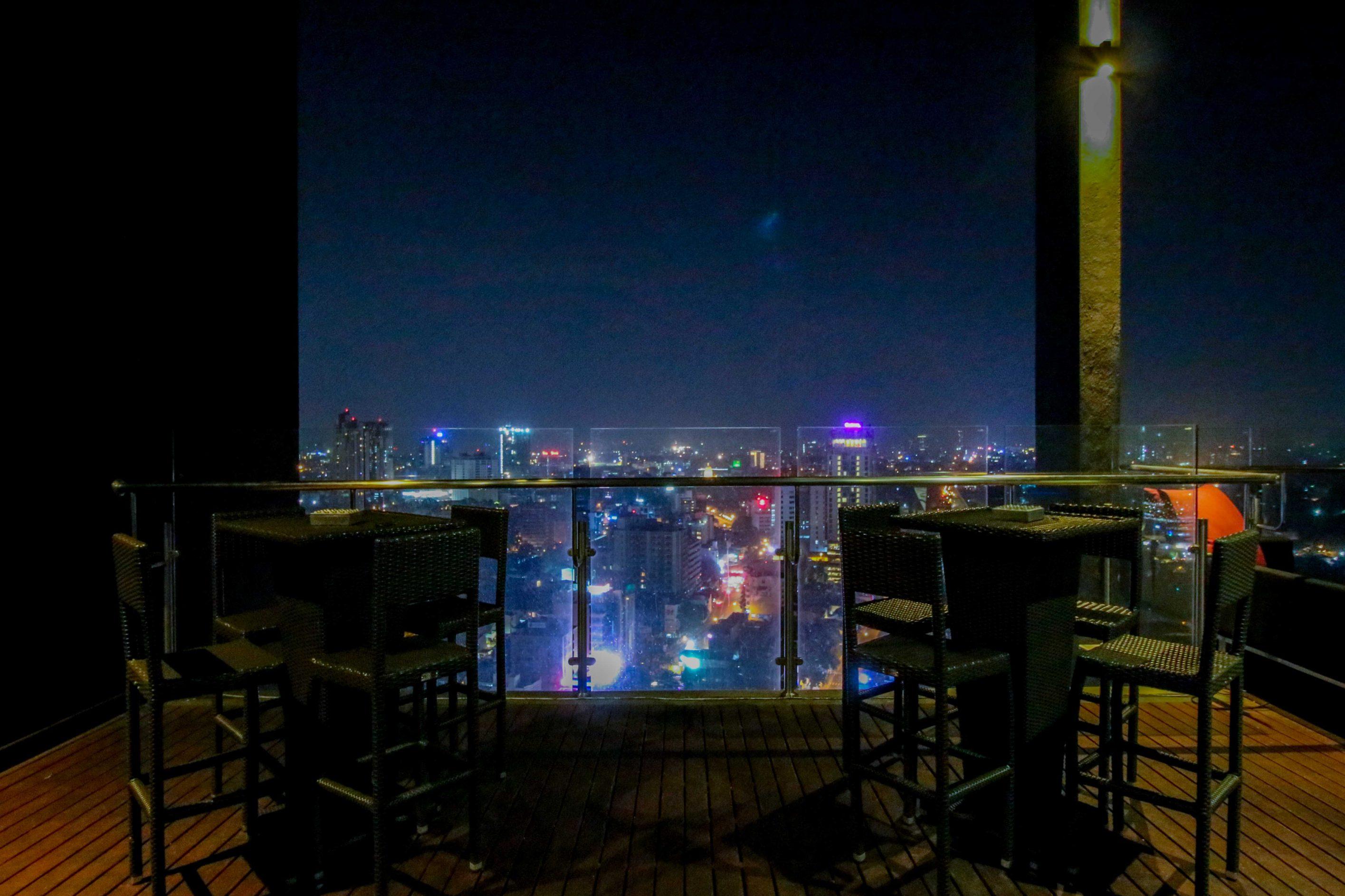 Rooftop Bar Colombo Skyline Mövenpick Colombo Hotel Reiseblog Brinisfashionbook bestes Hotel Sri Lanka 2