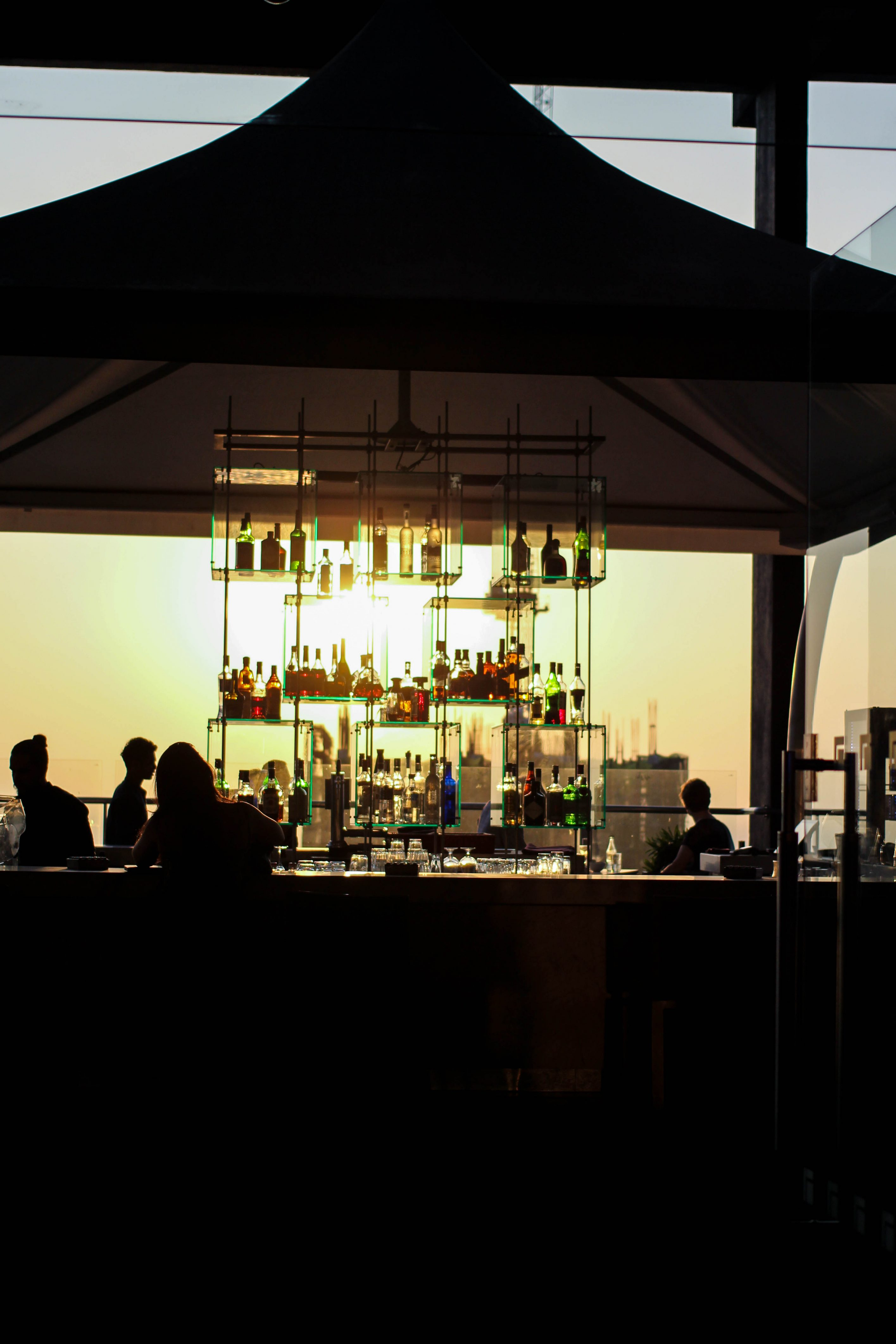 Rooftop Bar Colombo Skyline Mövenpick Colombo Hotel Reiseblog Brinisfashionbook bestes Hotel Sri Lanka