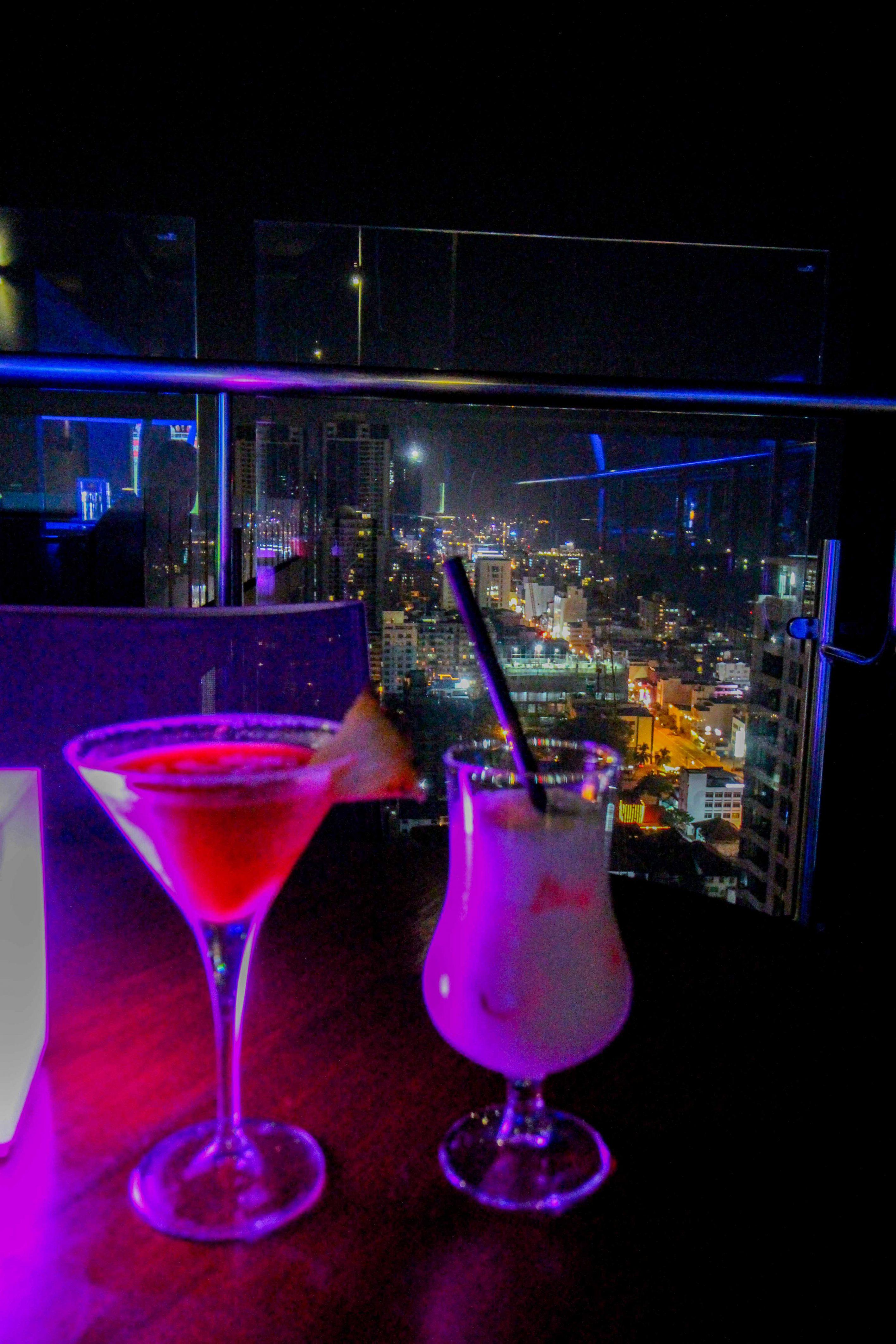 Rooftop Bar Colombo beste Cocktails Skyline Mövenpick Colombo Hotel Reiseblog Brinisfashionbook bestes Hotel Sri Lanka