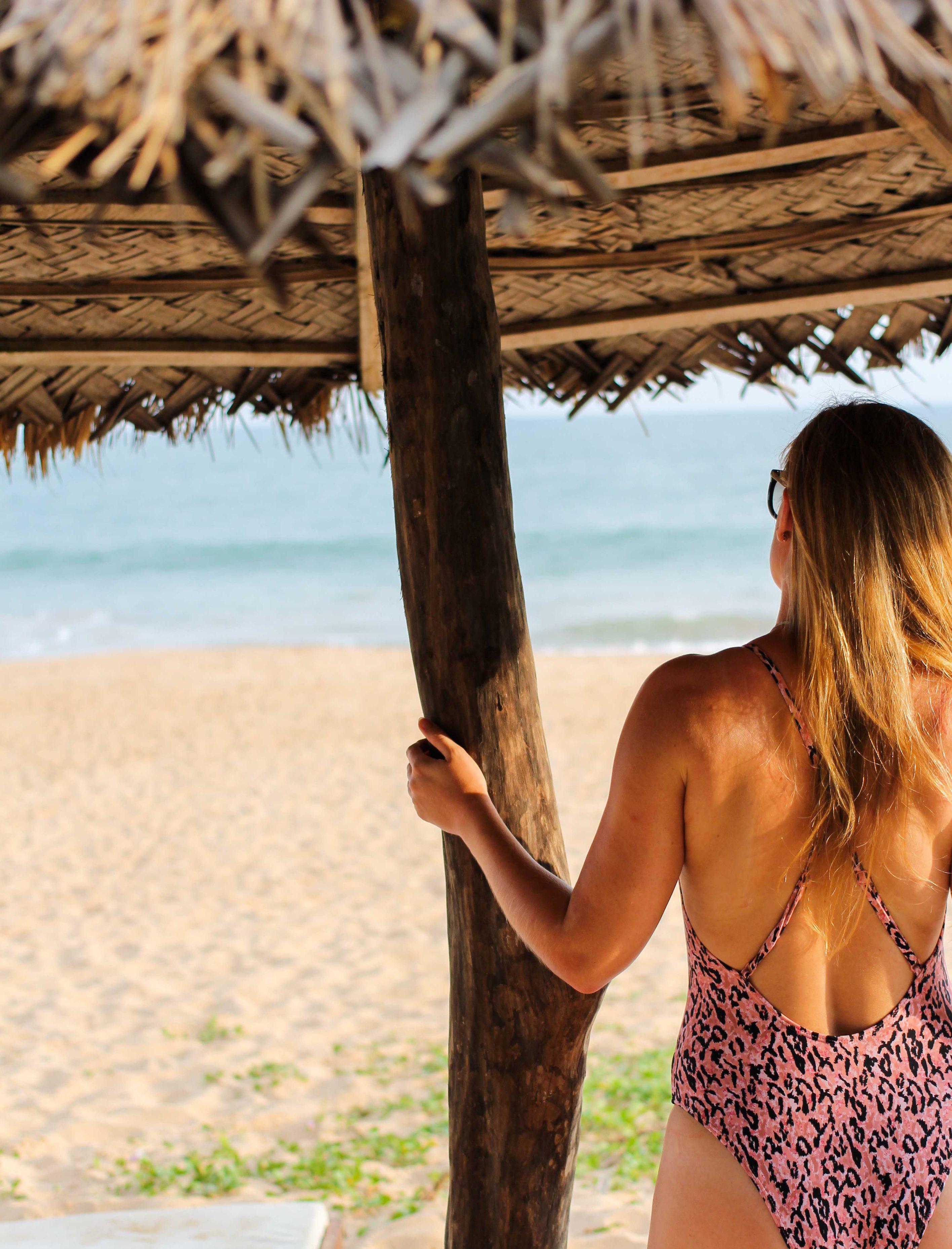 Trend 2019 Leo-Badeanzug leo Muster Hunkemöller Badeanzug Leo Rosa Lady Strand Sri Lanka Tangalle Traumstrände Welt Reiseblog