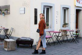 Frühlingslook Crop Wollpullover kombinieren Wollrock Chiquelle Outfit Frühling Schleife Modeblog Bonn Beuel Prada Cahier Tasche 5