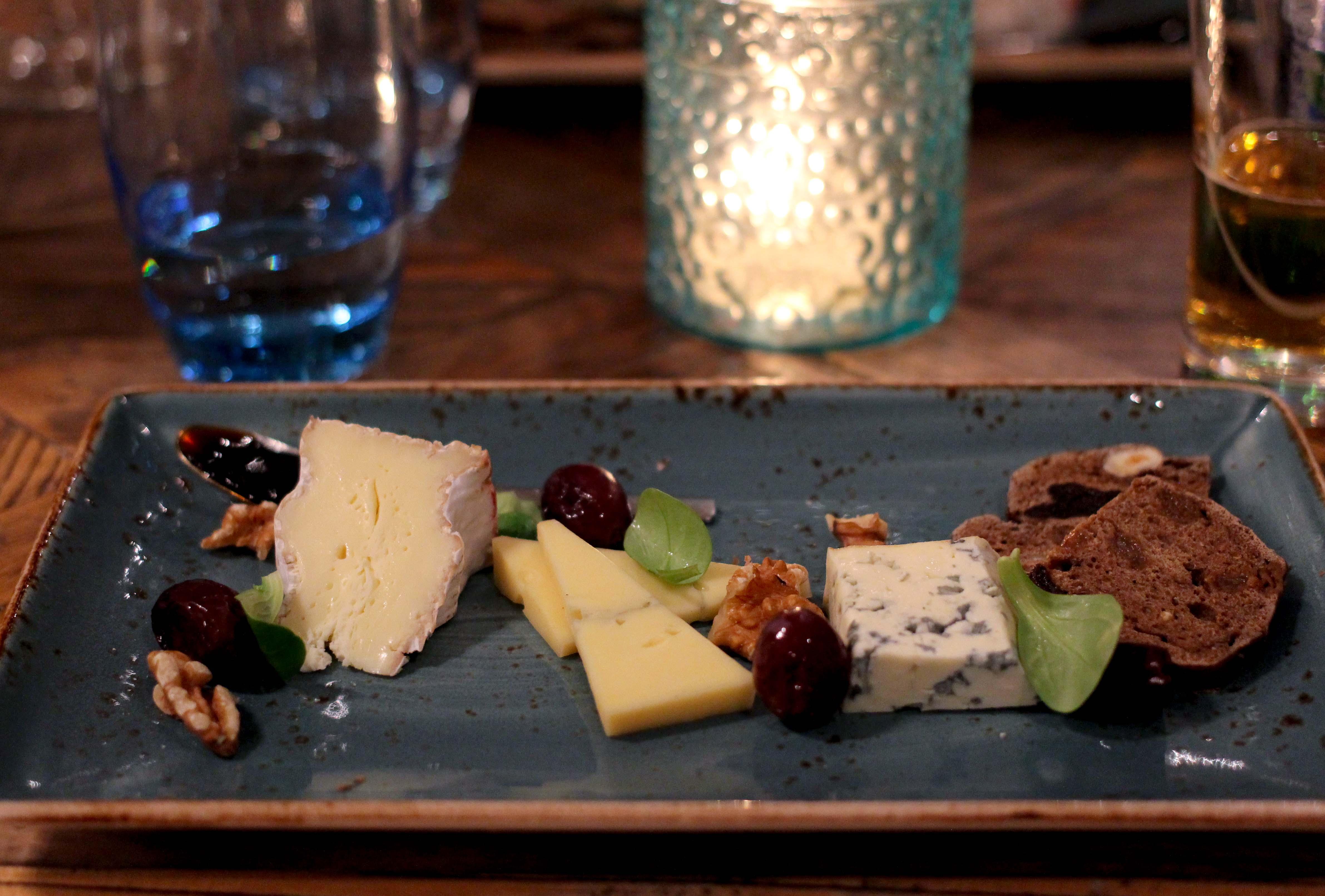 Holland Wochenendtrip Dinner in De Korenmolen Restaurant Appeltern 3 Gänge Menü Käseplatte das andere Holland Reiseblog