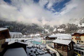 Südtirol Hotel Schneeberg Italien Wellnesshotel Reiseblog Wellnessurlaub Kurzurlaub Hotelempfehlung Skiurlaub Winterurlaub Balkon Außenpool beheizt Winterlandschaft