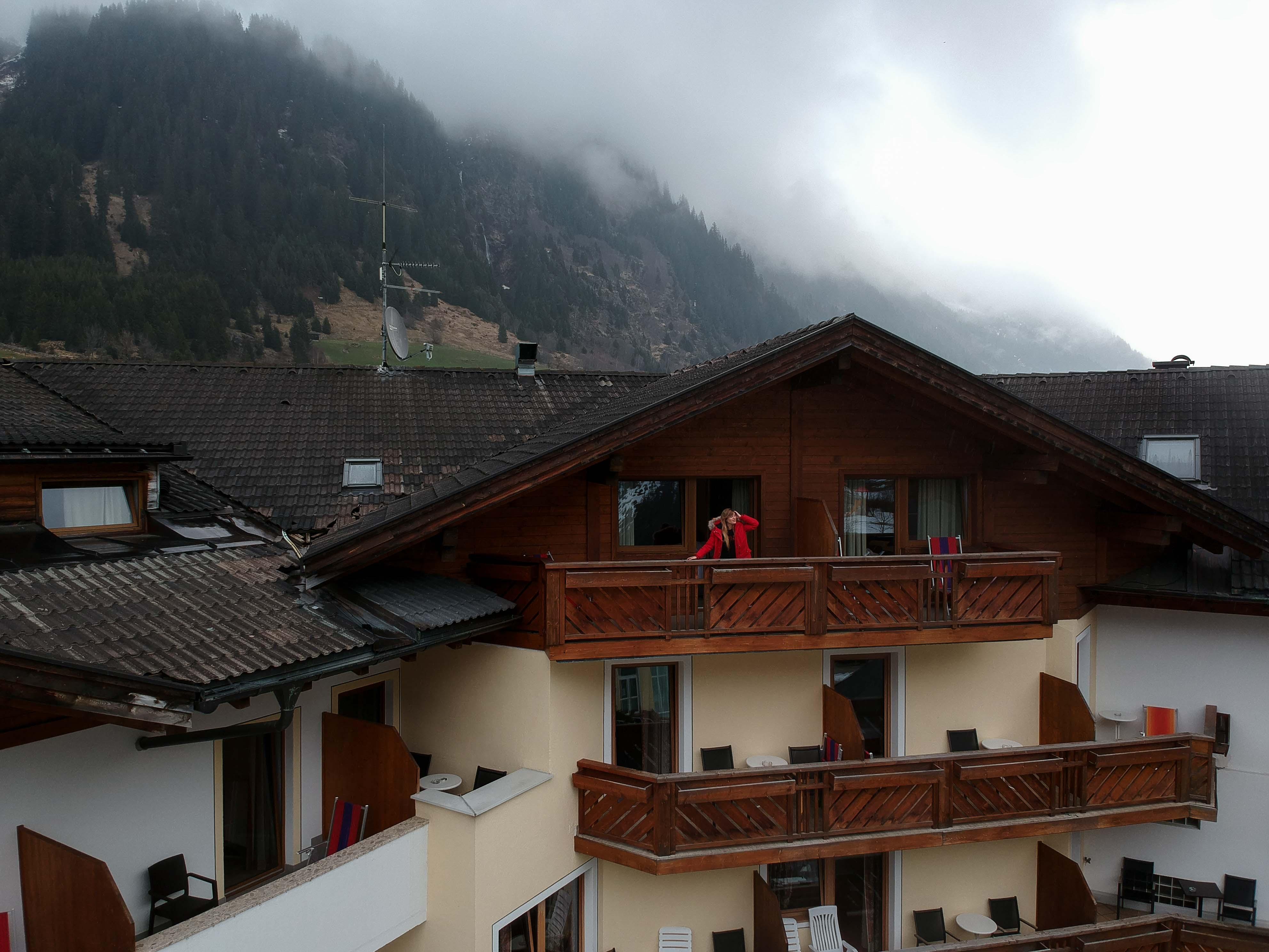 Südtirol-Hotel-Schneeberg-Italien-Wellnesshotel-Reiseblog-Wellnessurlaub-Kurzurlaub-Hotelempfehlung-Skiurlaub-Winterurlaub-Balkon-Brinisfashionbook.