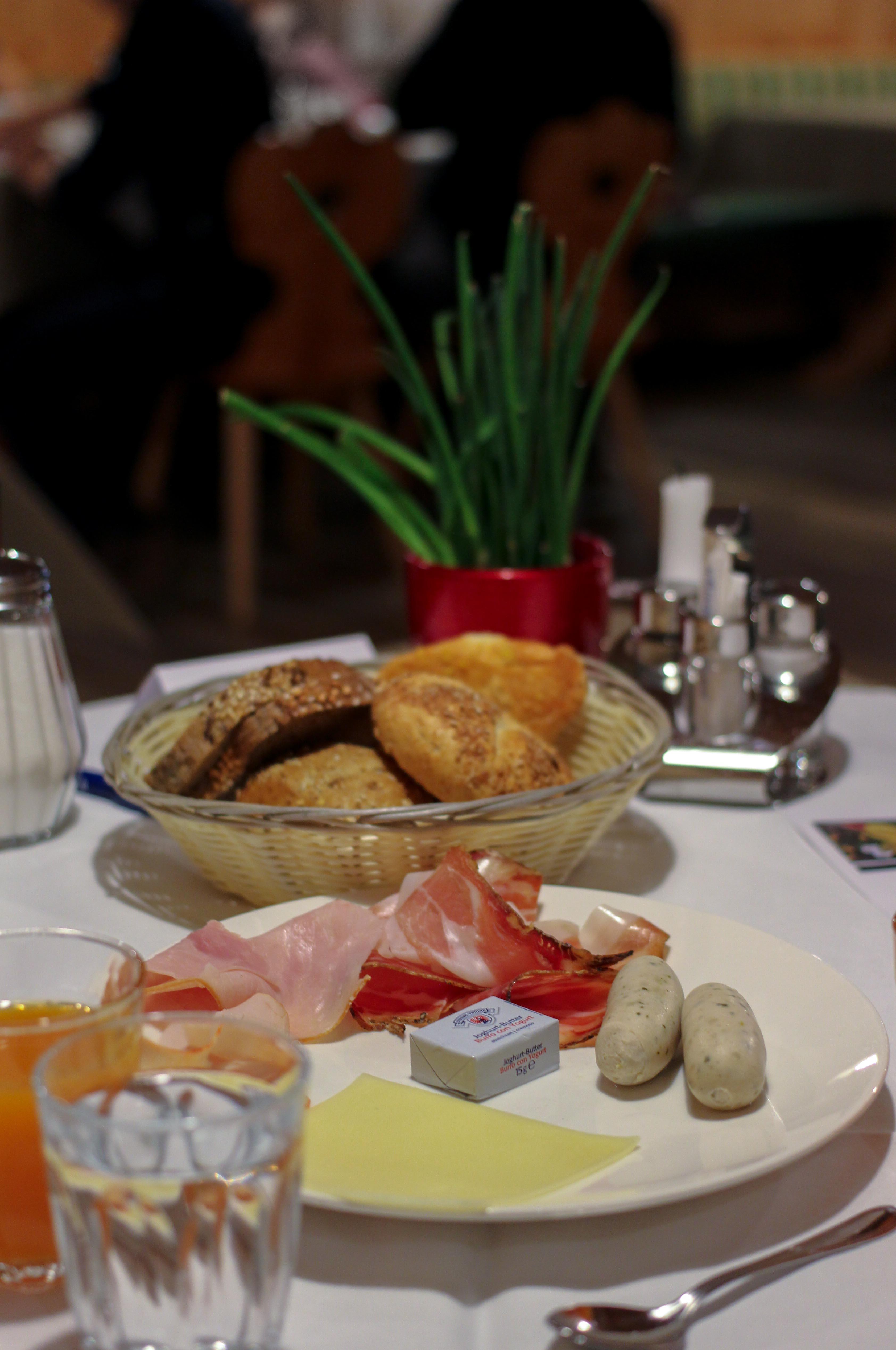 Südtirol Hotel Schneeberg Resort Spa Frühstück regional Frühstücksbuffet Italien Wellnesshotel Reiseblog Wellnessurlaub Kurzurlaub Hotelempfehlung 3