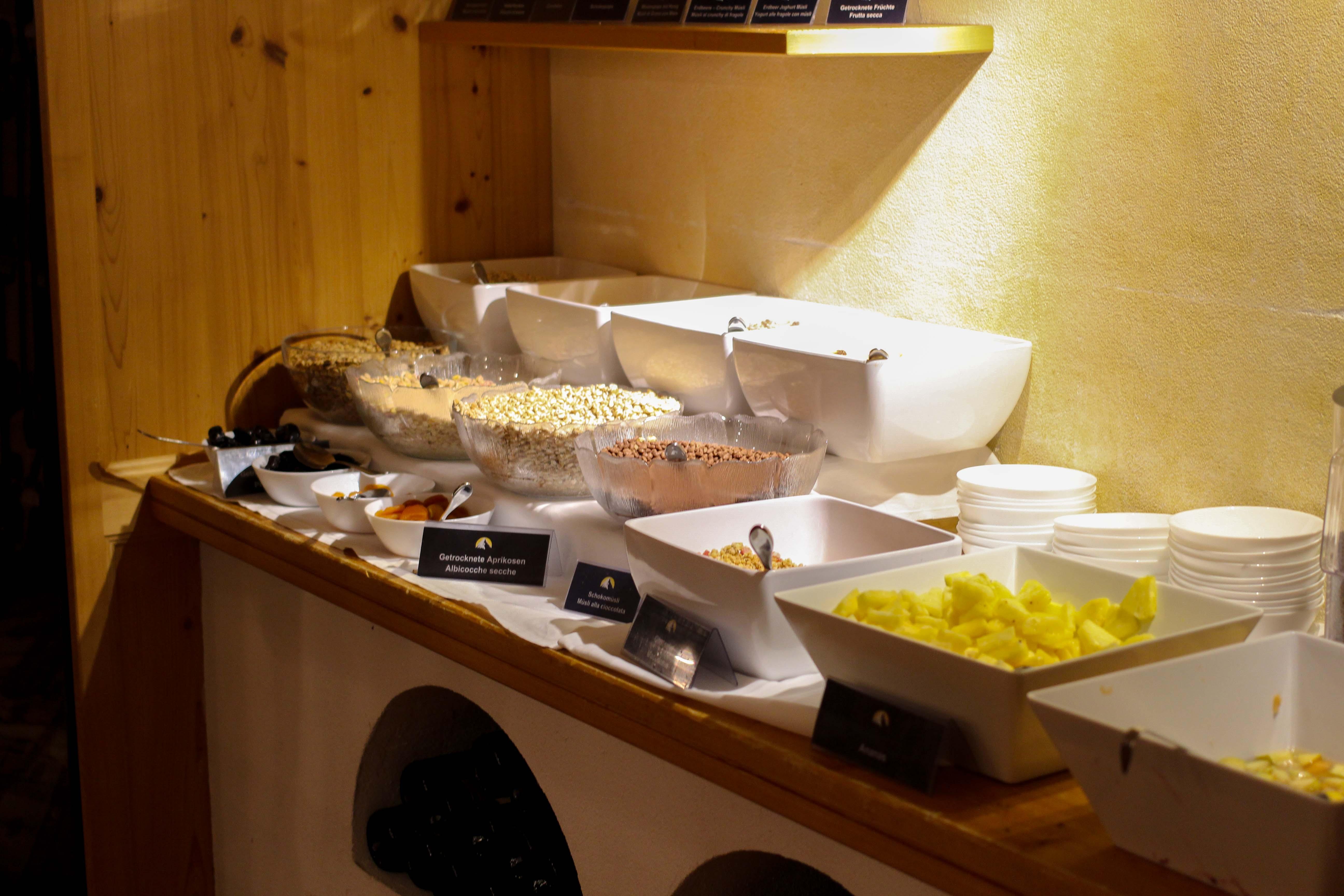 Südtirol Hotel Schneeberg Resort Spa Frühstück regional Frühstücksbuffet Italien Wellnesshotel Reiseblog Wellnessurlaub Kurzurlaub Hotelempfehlung Skiurlaub