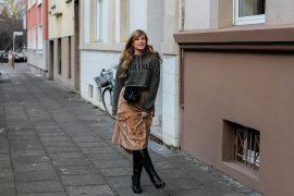 Trendtasche 2019 Gürteltasche kombiniern Gürteltasche Prada Streetstyle Outfit Bonn Frühling Look Crop Pullover