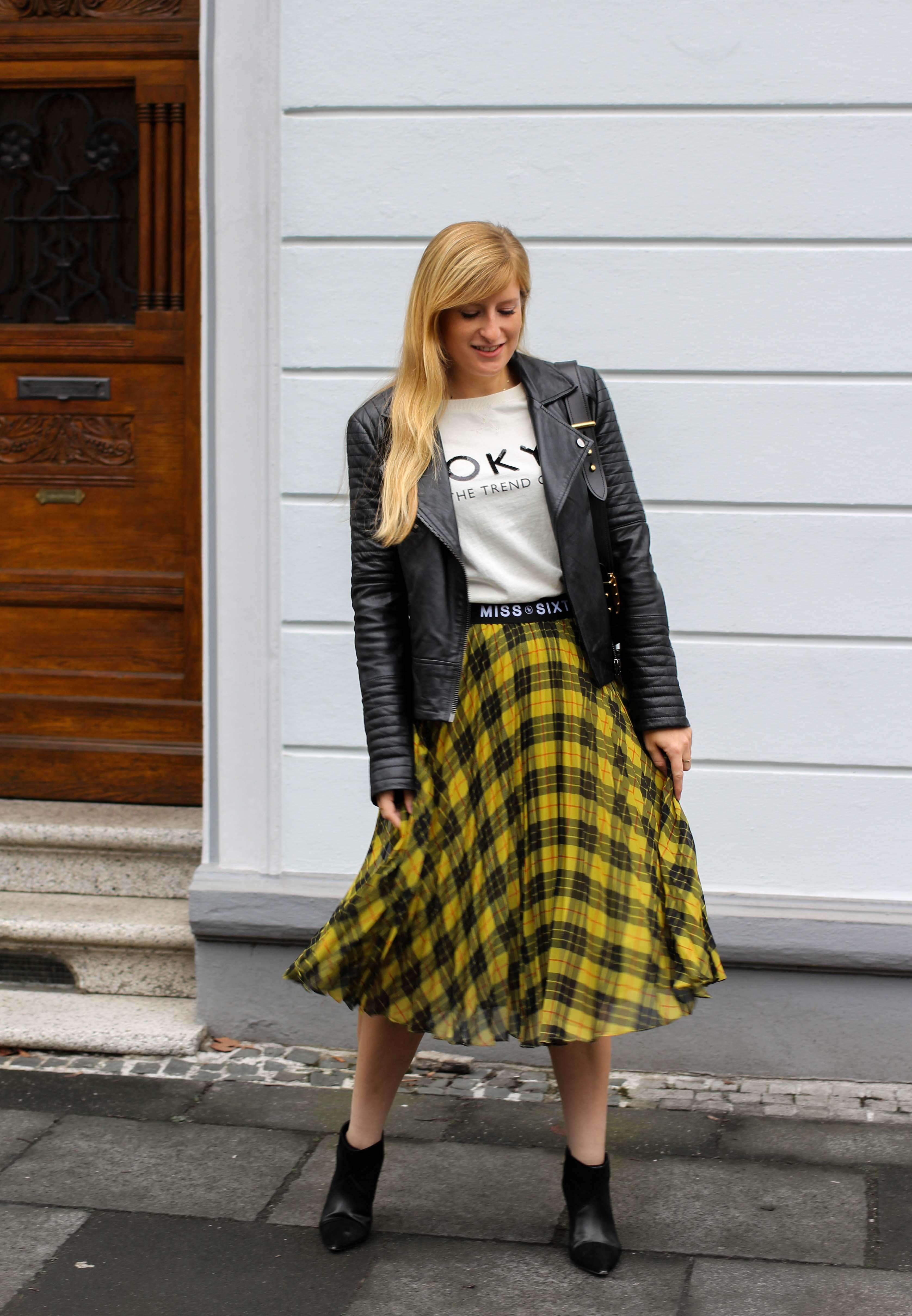 Midi Karo Rock mit Zierfalten Statement-Bund Logo am Bund Miss Sixty karrierter Rock Midirock Streetstyle Outfit Modeblog 1