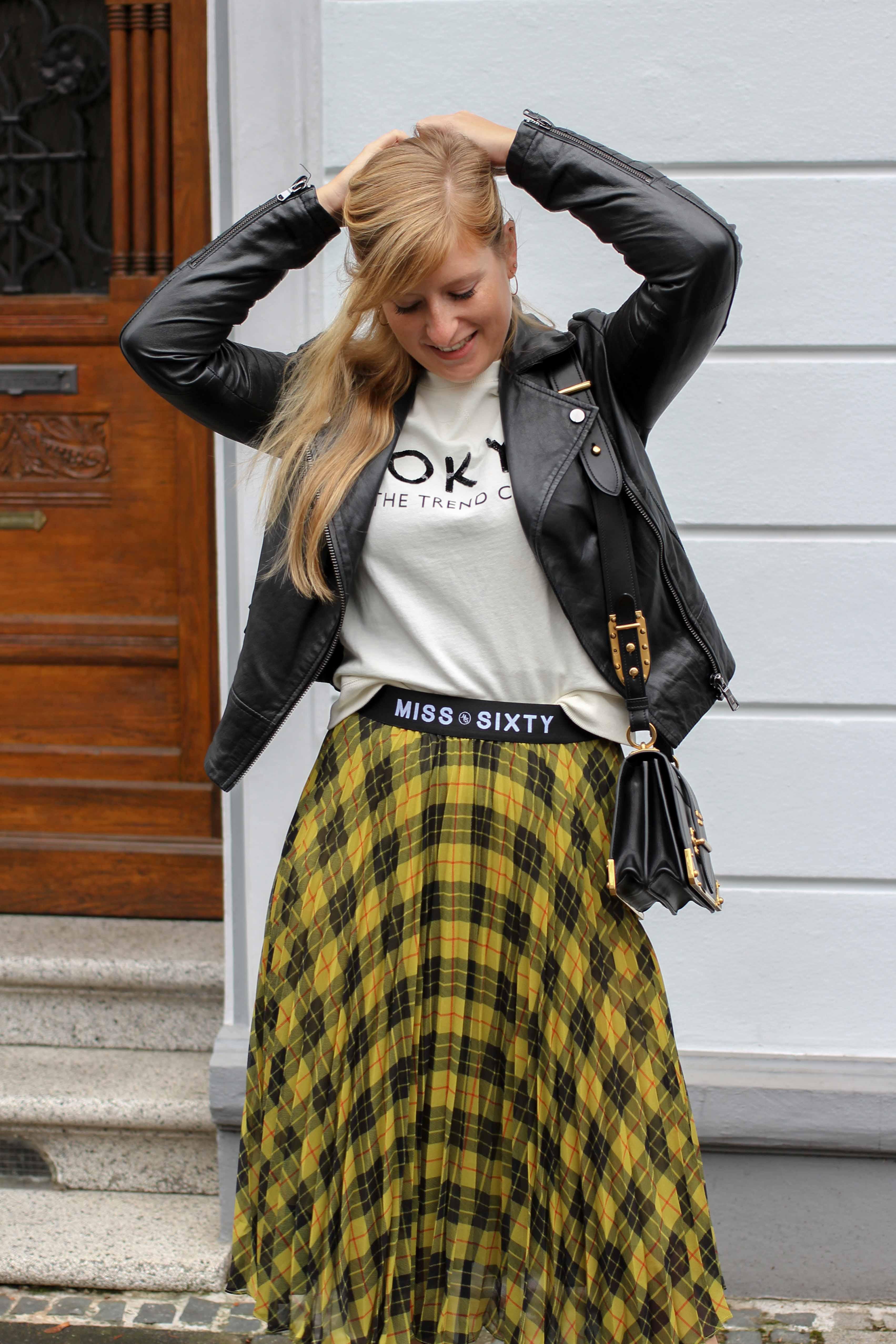 Midi Karo Rock mit Zierfalten Statement-Bund Logo am Bund Miss Sixty karrierter Rock Midirock Streetstyle Outfit Modeblog 2
