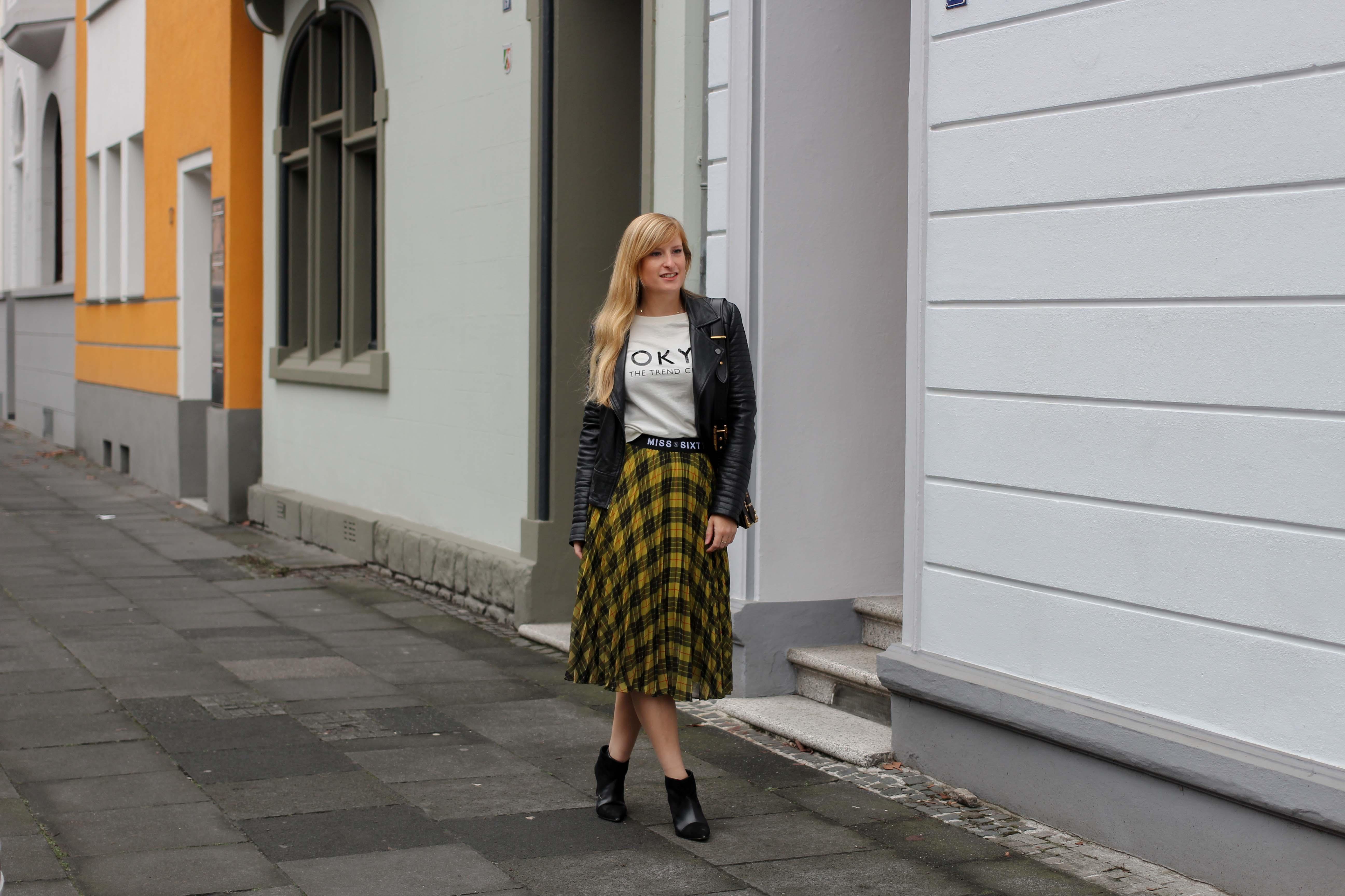 Midi Karo Rock mit Zierfalten Statement-Bund Logo am Bund Miss Sixty karrierter Rock Midirock Streetstyle Outfit Modeblog 3q