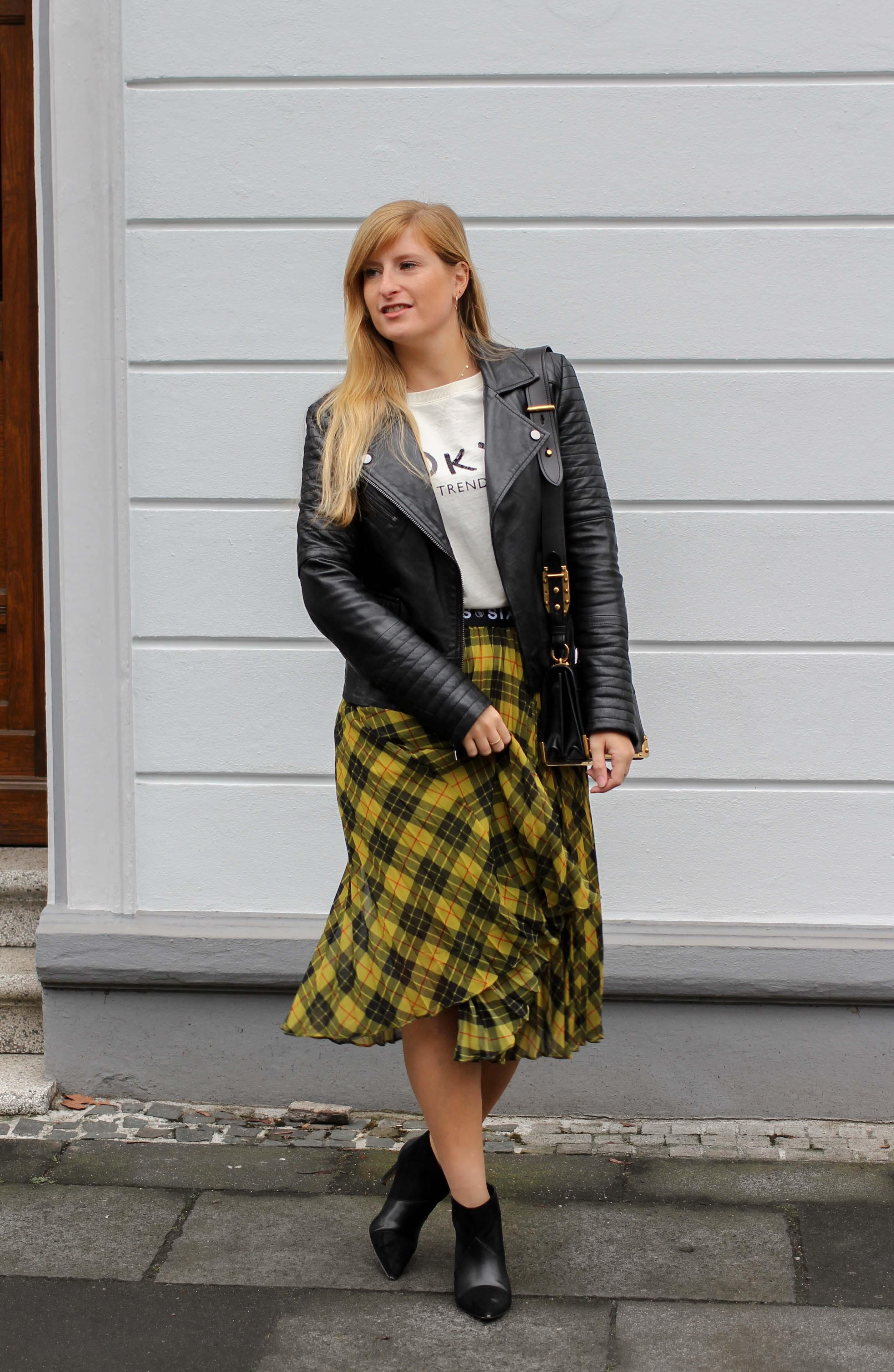 Midi Karo Rock mit Zierfalten Statement-Bund Logo am Bund Miss Sixty karrierter Rock Midirock Streetstyle Outfit Modeblog 4