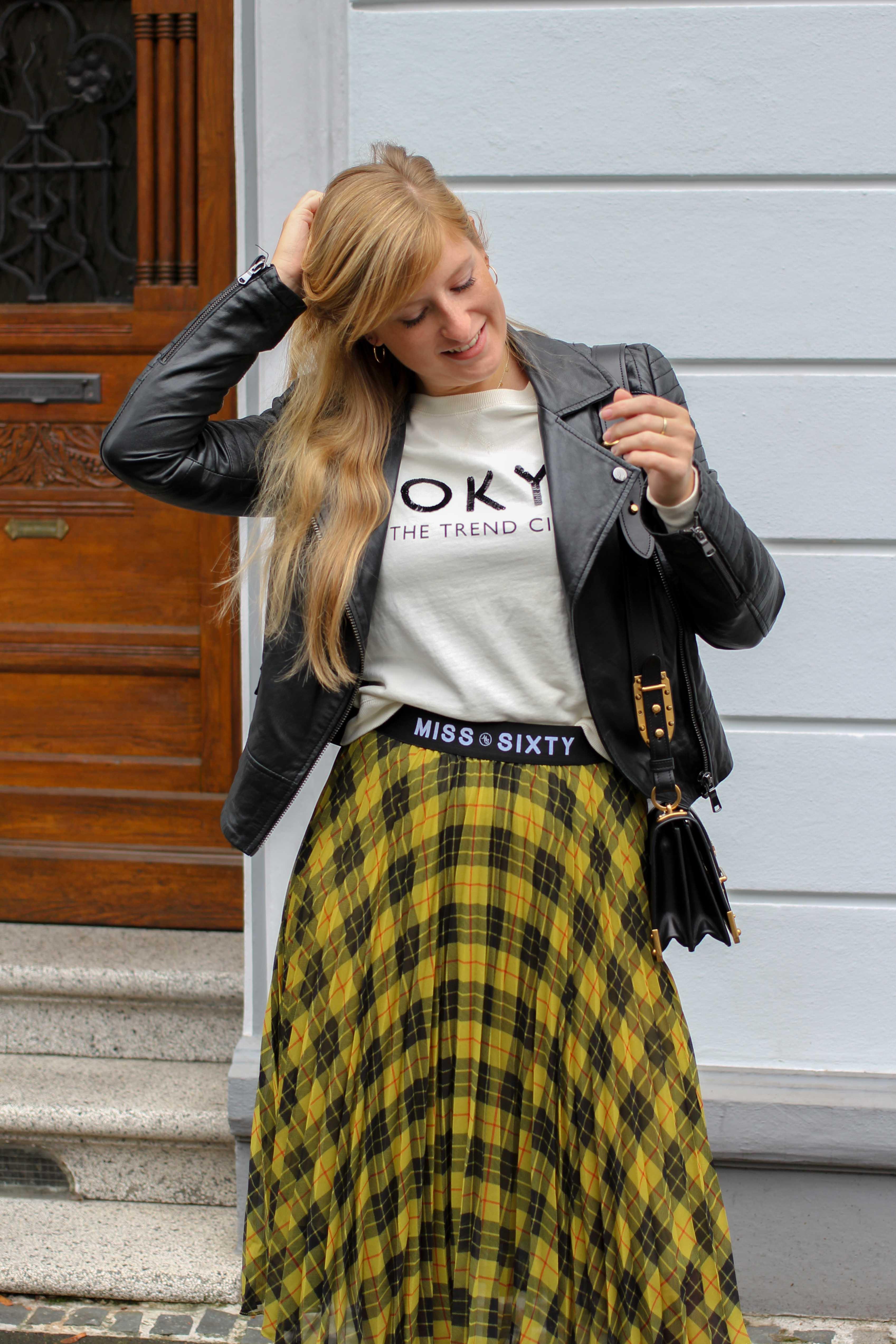 Midi Karo Rock mit Zierfalten Statement-Bund Logo am Bund Miss Sixty karrierter Rock Midirock Streetstyle Outfit Modeblog 5