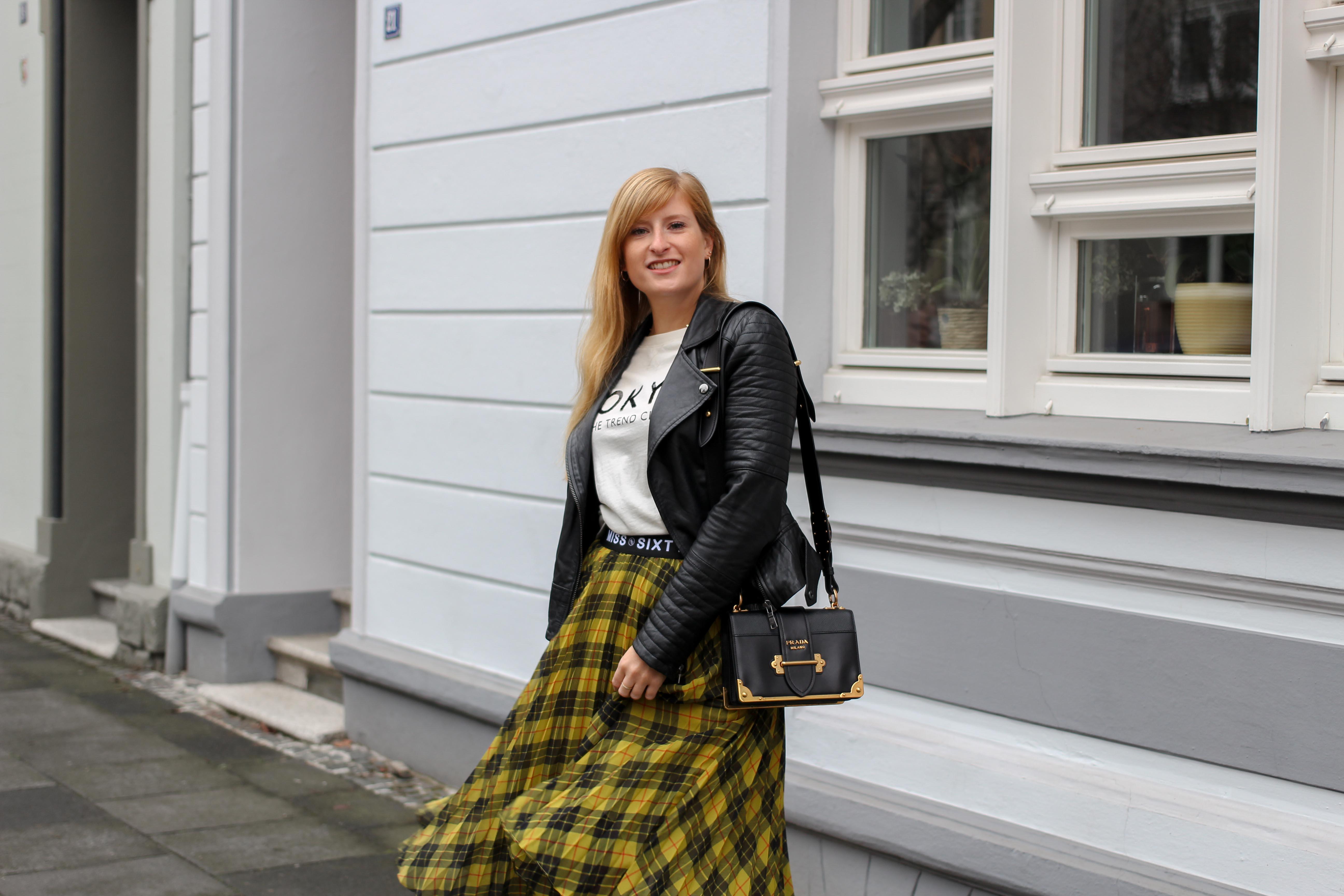 Midi Karo Rock mit Zierfalten Statement-Bund Logo am Bund Miss Sixty karrierter Rock Midirock Streetstyle Outfit Modeblog 6