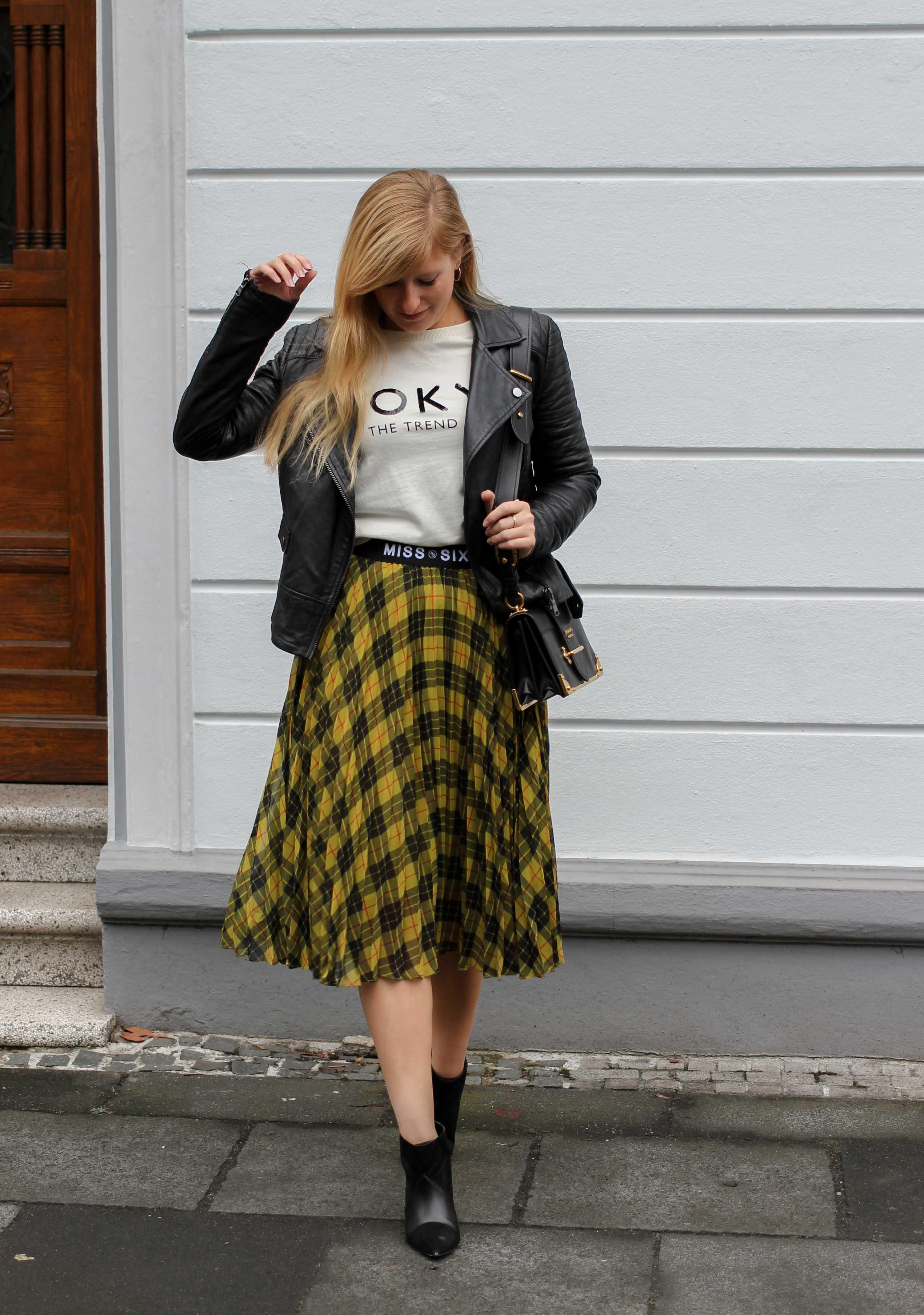 Midi Karo Rock mit Zierfalten Statement-Bund Logo am Bund Miss Sixty karrierter Rock Midirock Streetstyle Outfit Modeblog 7