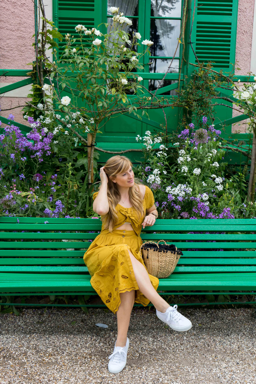 Sommerkleid Cut Outs Zara senfgelb Sommeroutfit Urlaub Normandie was tragen Giverny Monets Garten Modeblog 1