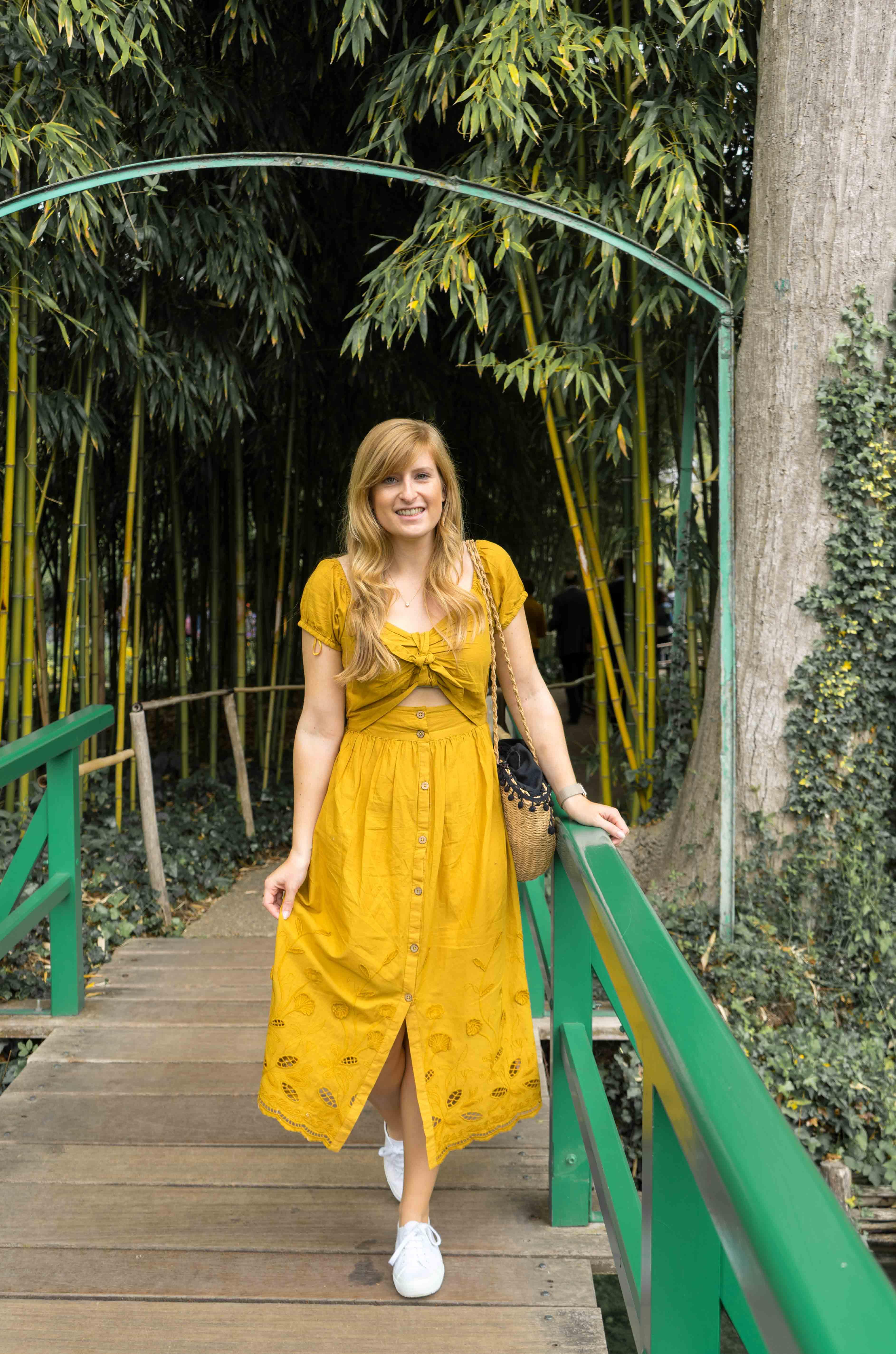 Sommerkleid Cut Outs Zara senfgelb Sommeroutfit Urlaub Normandie was tragen Giverny Monets Garten Modeblog 2