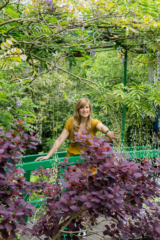 Sommerkleid Cut Outs Zara senfgelb Sommeroutfit Urlaub Normandie was tragen Giverny Monets Garten Modeblog 5