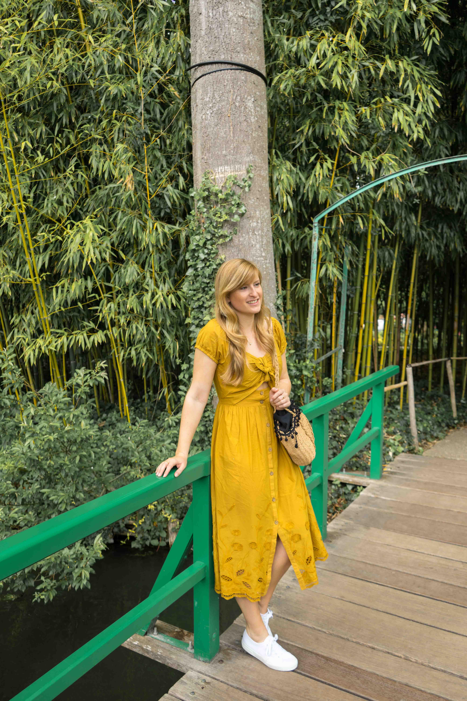 Sommerkleid Cut Outs Zara senfgelb Sommeroutfit Urlaub Normandie was tragen Giverny Monets Garten Modeblog 7
