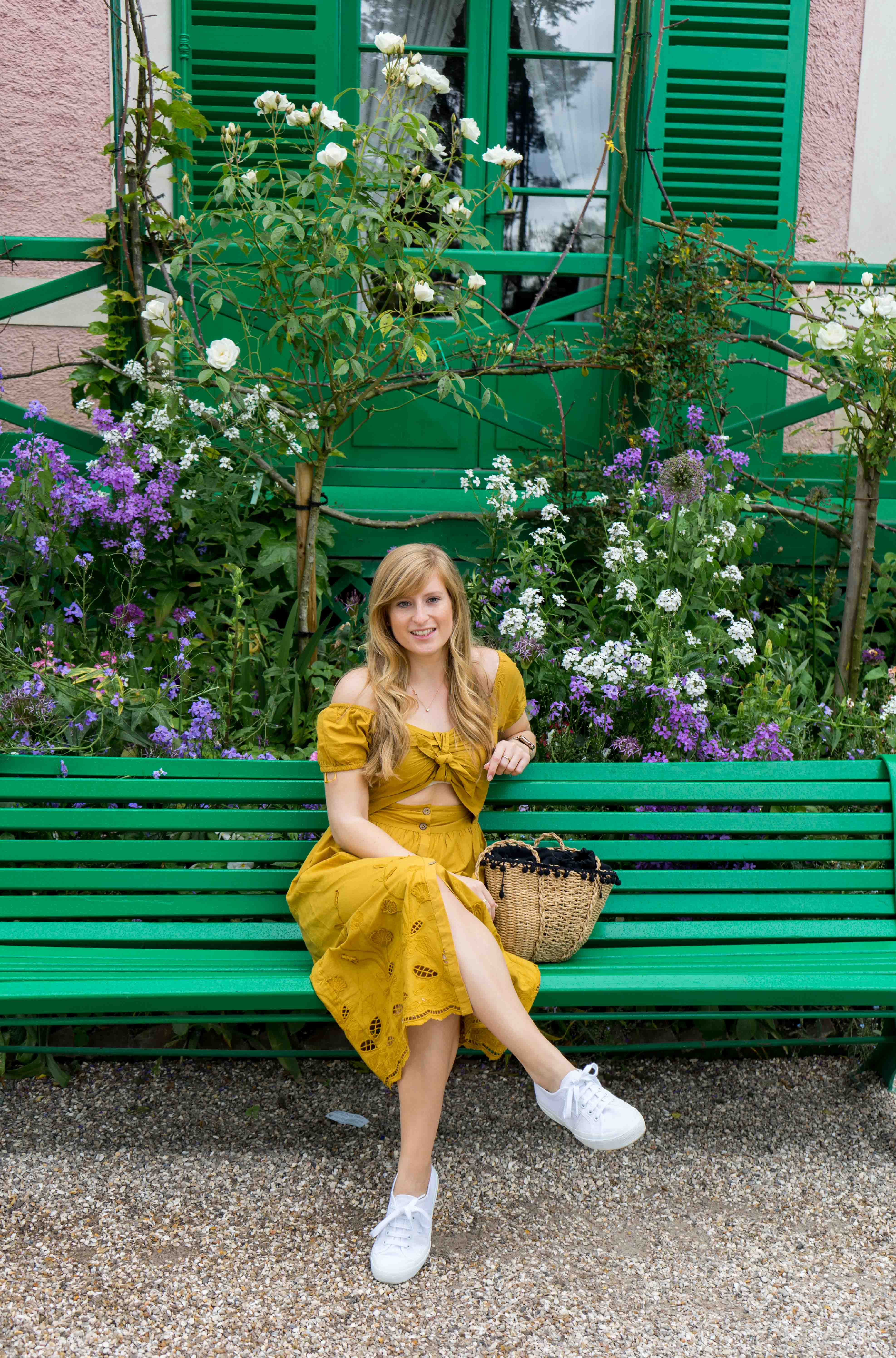 Sommerkleid Cut Outs Zara senfgelb Sommeroutfit Urlaub Normandie was tragen Giverny Monets Garten Modeblog 9