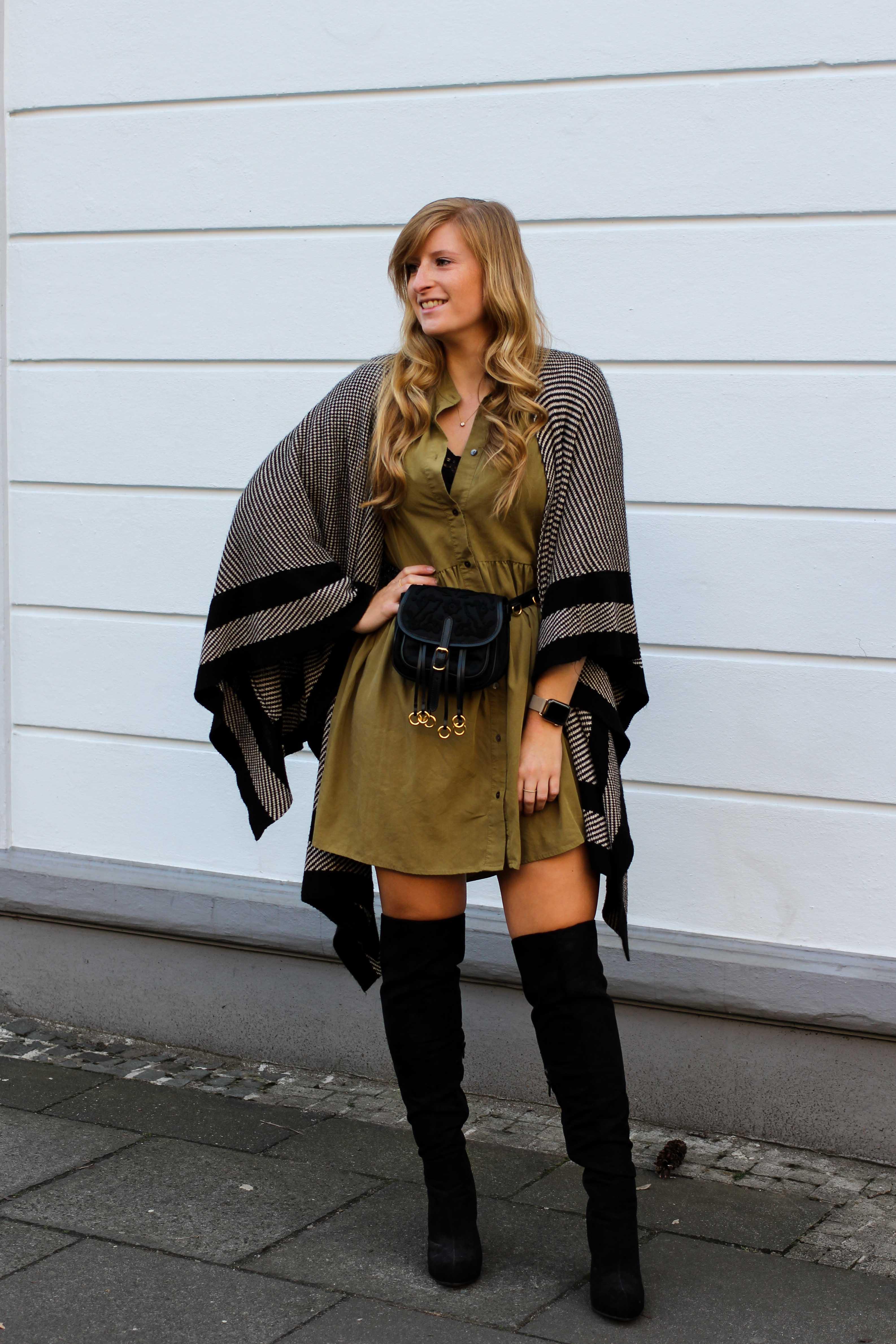Overknees Gürteltasche Prada Poncho Second-Hand Kleidung kombinieren Streetstyle Outfit Bonn Zara Kleid grün Frühling 2019 1