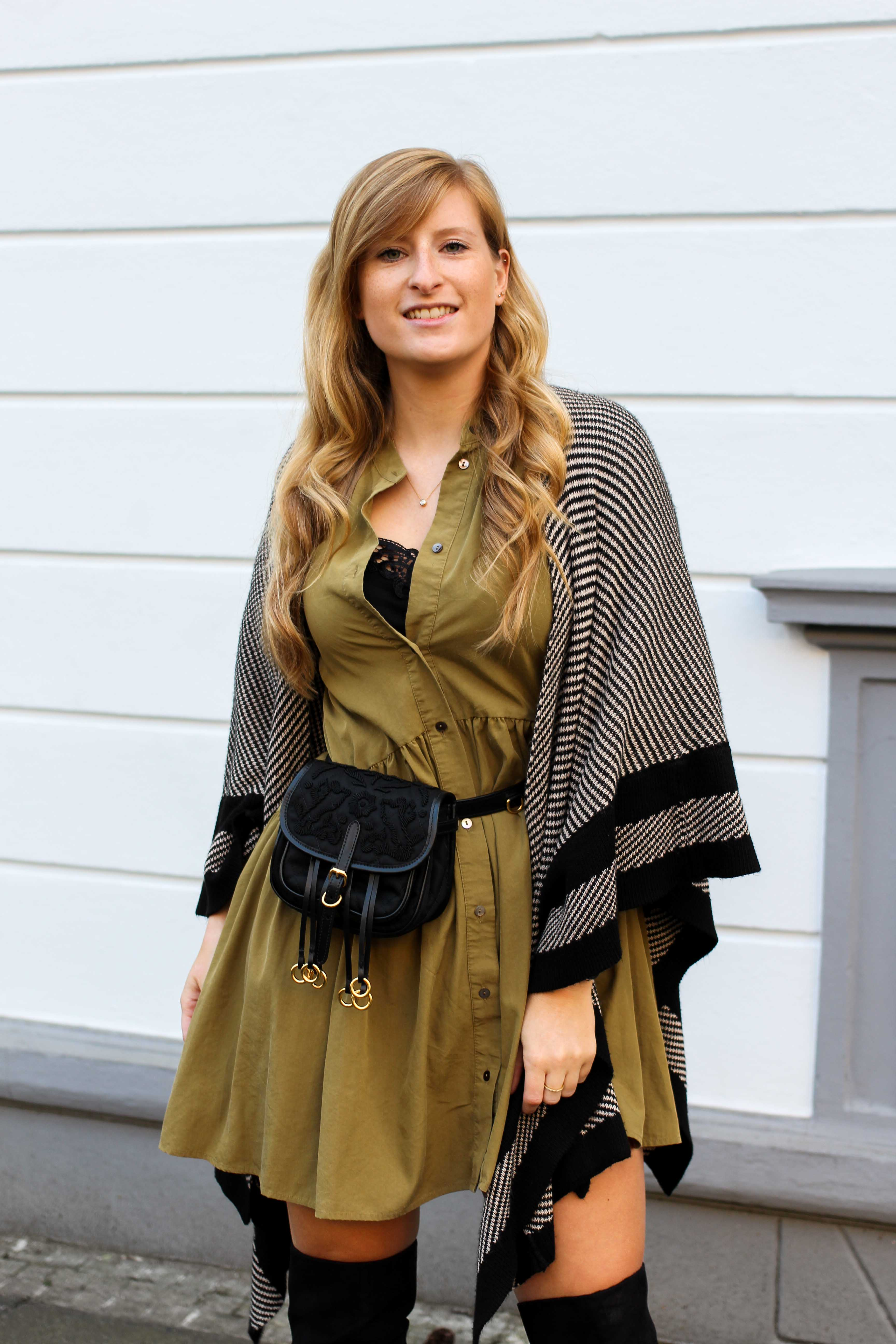 Overknees Gürteltasche Prada Poncho Second-Hand Kleidung kombinieren Streetstyle Outfit Bonn Zara Kleid grün Frühling 2019 2