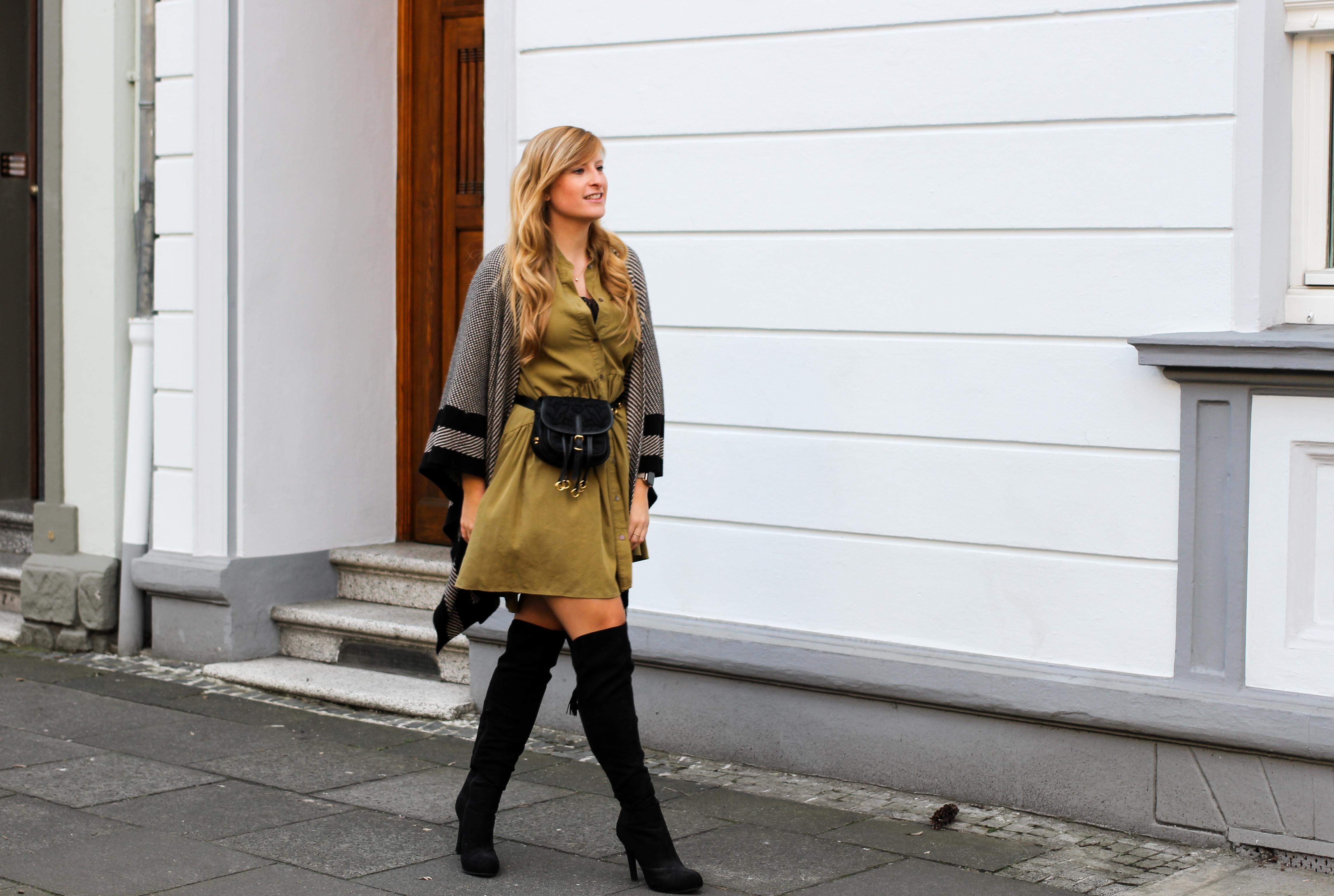 Overknees Gürteltasche Prada Poncho Second-Hand Kleidung kombinieren Streetstyle Outfit Bonn Zara Kleid grün Frühling 2019 5
