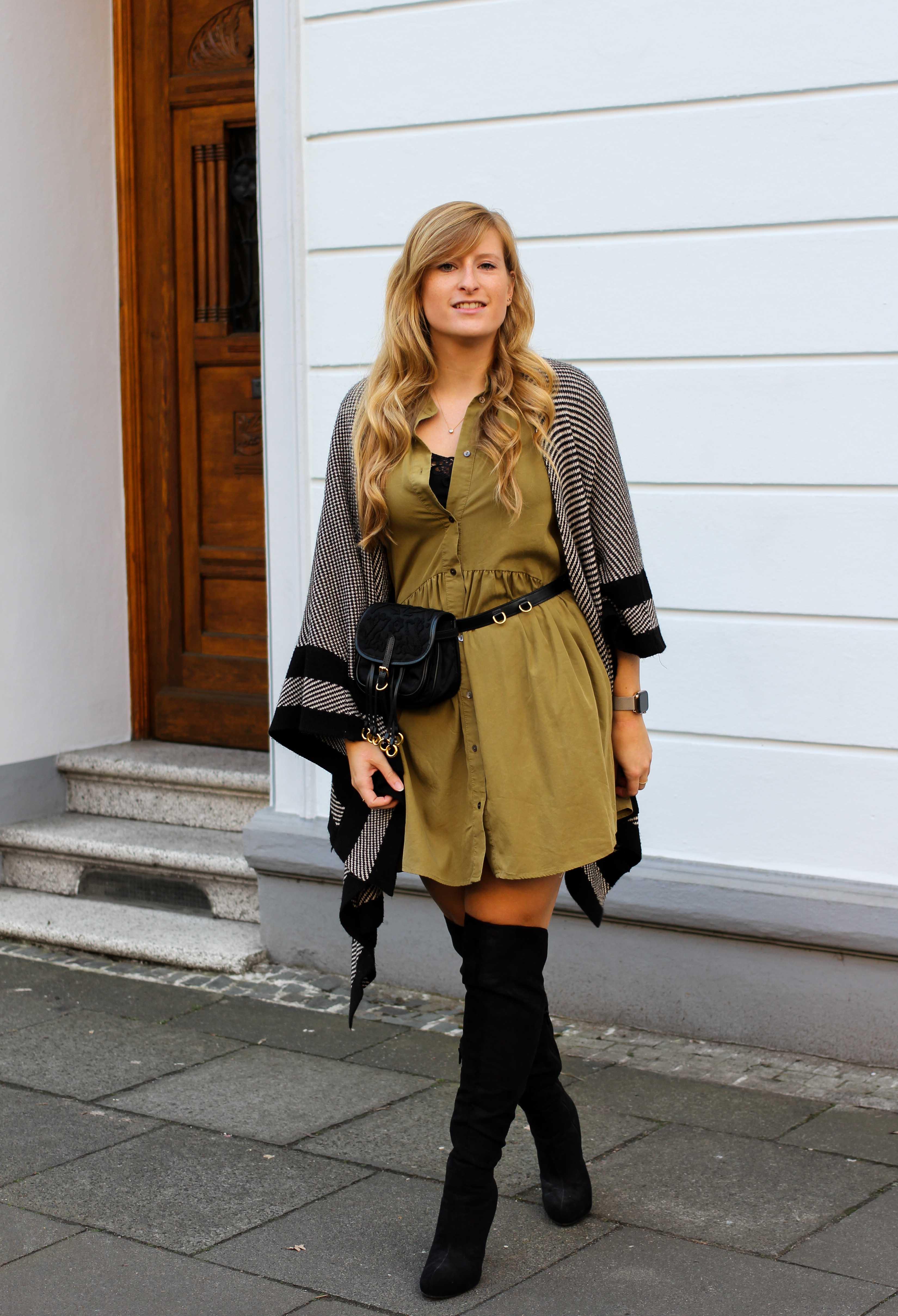 Overknees Gürteltasche Prada Poncho Second-Hand Kleidung kombinieren Streetstyle Outfit Bonn Zara Kleid grün Frühling 2019 8