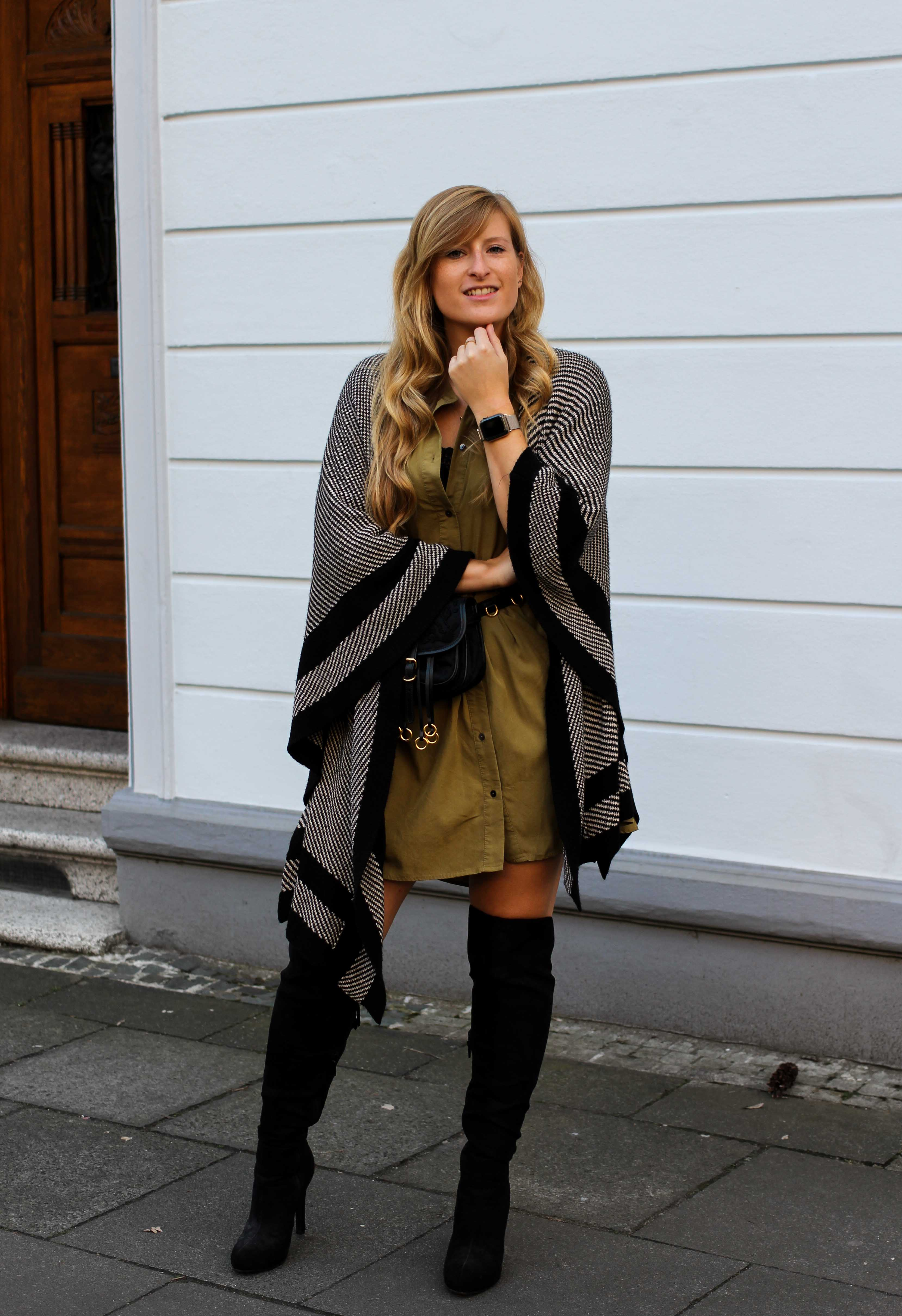 Overknees Gürteltasche Prada Poncho Second-Hand Kleidung kombinieren Streetstyle Outfit Bonn Zara Kleid grün Frühling 2019 9