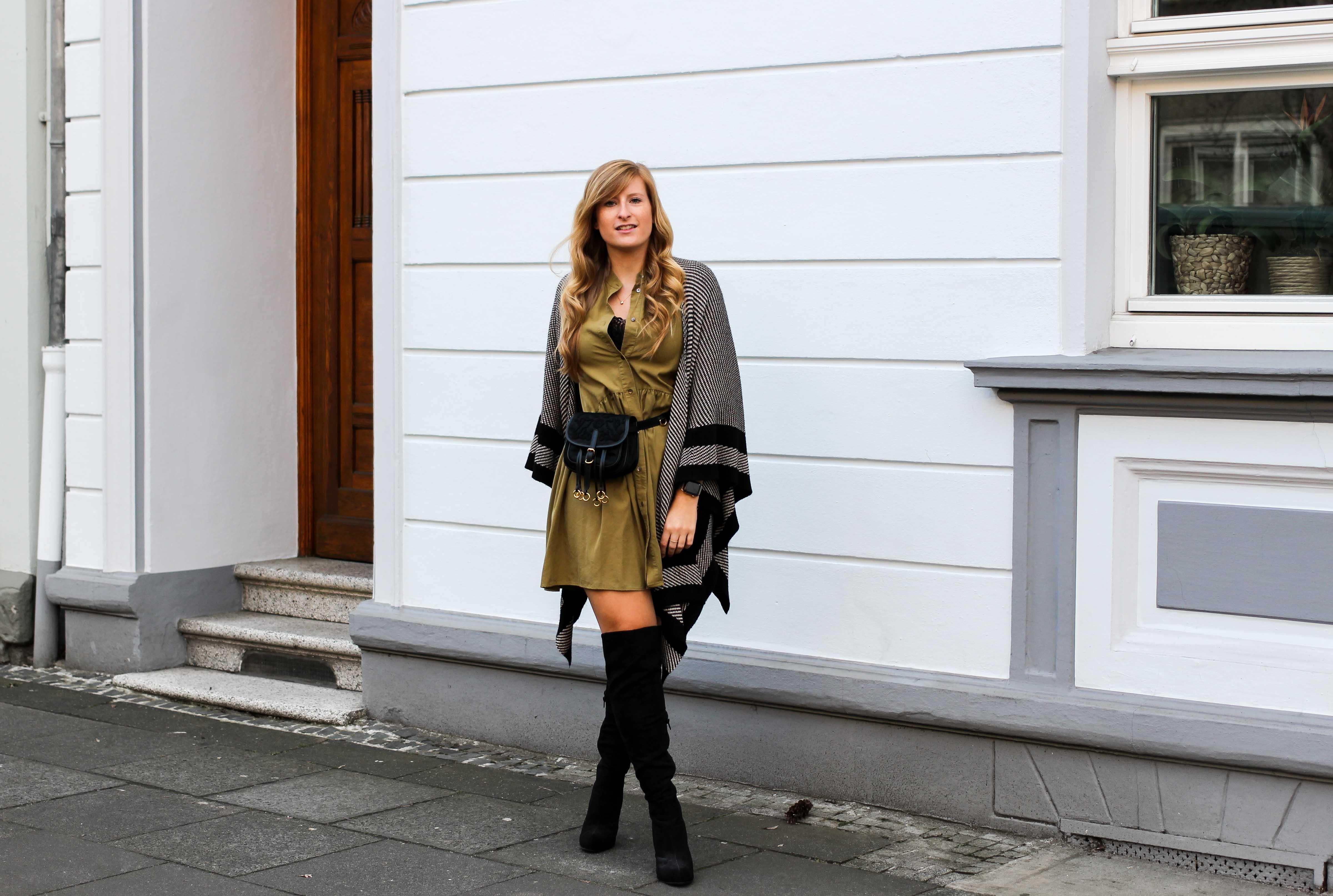Overknees Gürteltasche Prada Poncho Second-Hand Kleidung kombinieren Streetstyle Outfit Bonn Zara Kleid grün Frühling 2019 92