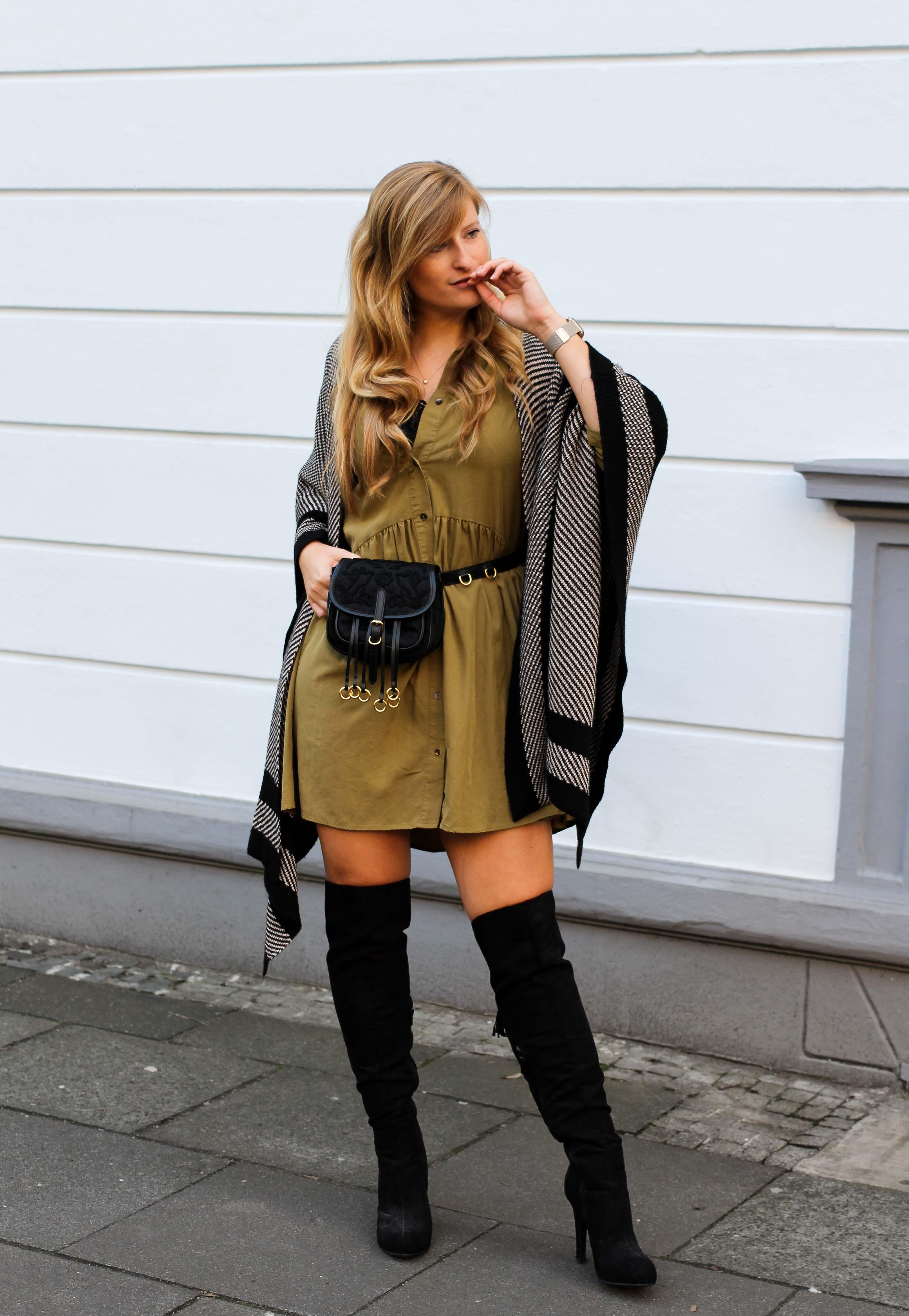 Overknees Gürteltasche Prada Trendtasche 2019 Poncho Second-Hand Kleidung kombinieren Streetstyle Outfit Bonn Zara Kleid grün 6