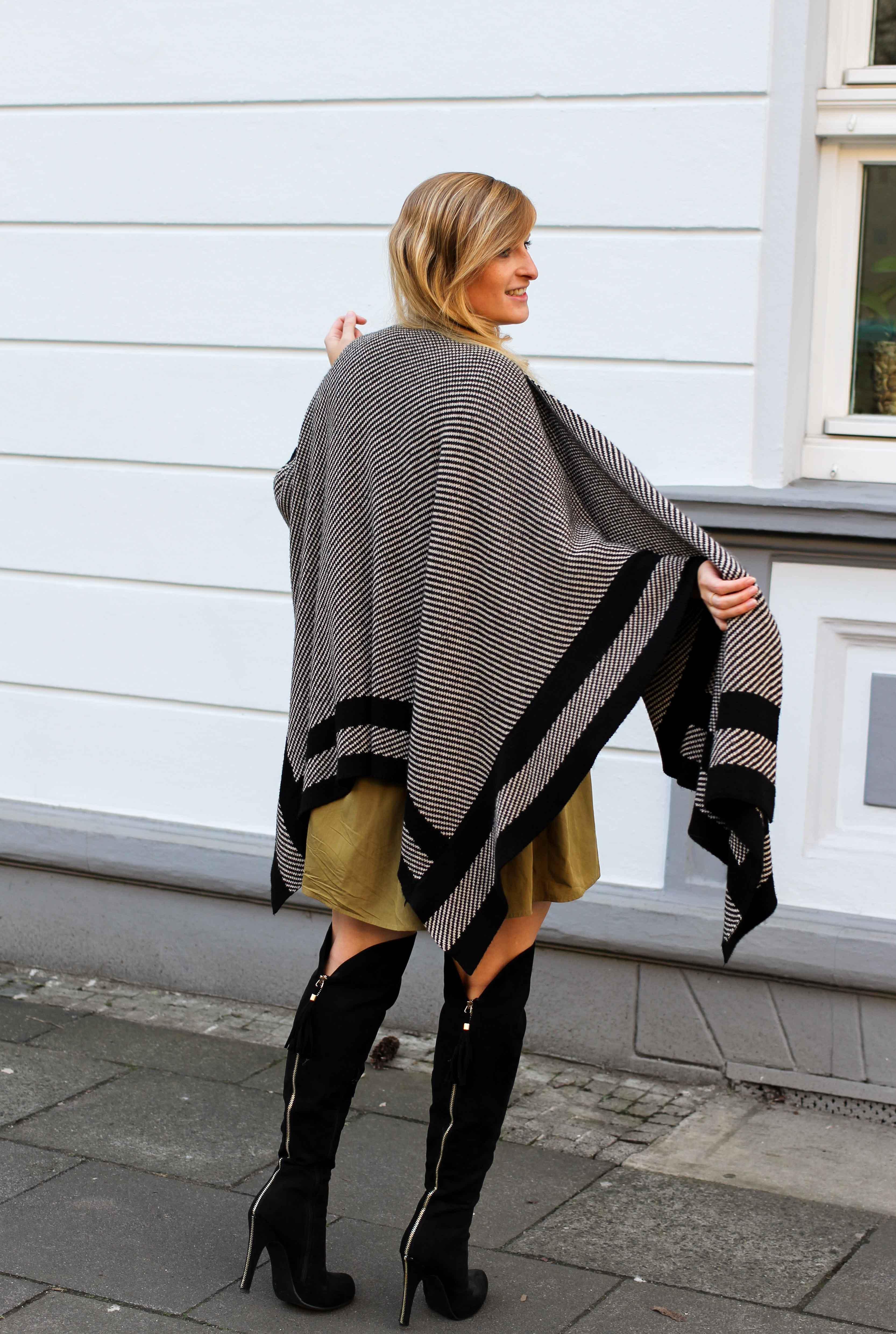 Overknees Poncho Second-Hand Kleidung kombinieren Streetstyle Outfit Bonn Zara Kleid grün Frühling 2019 7