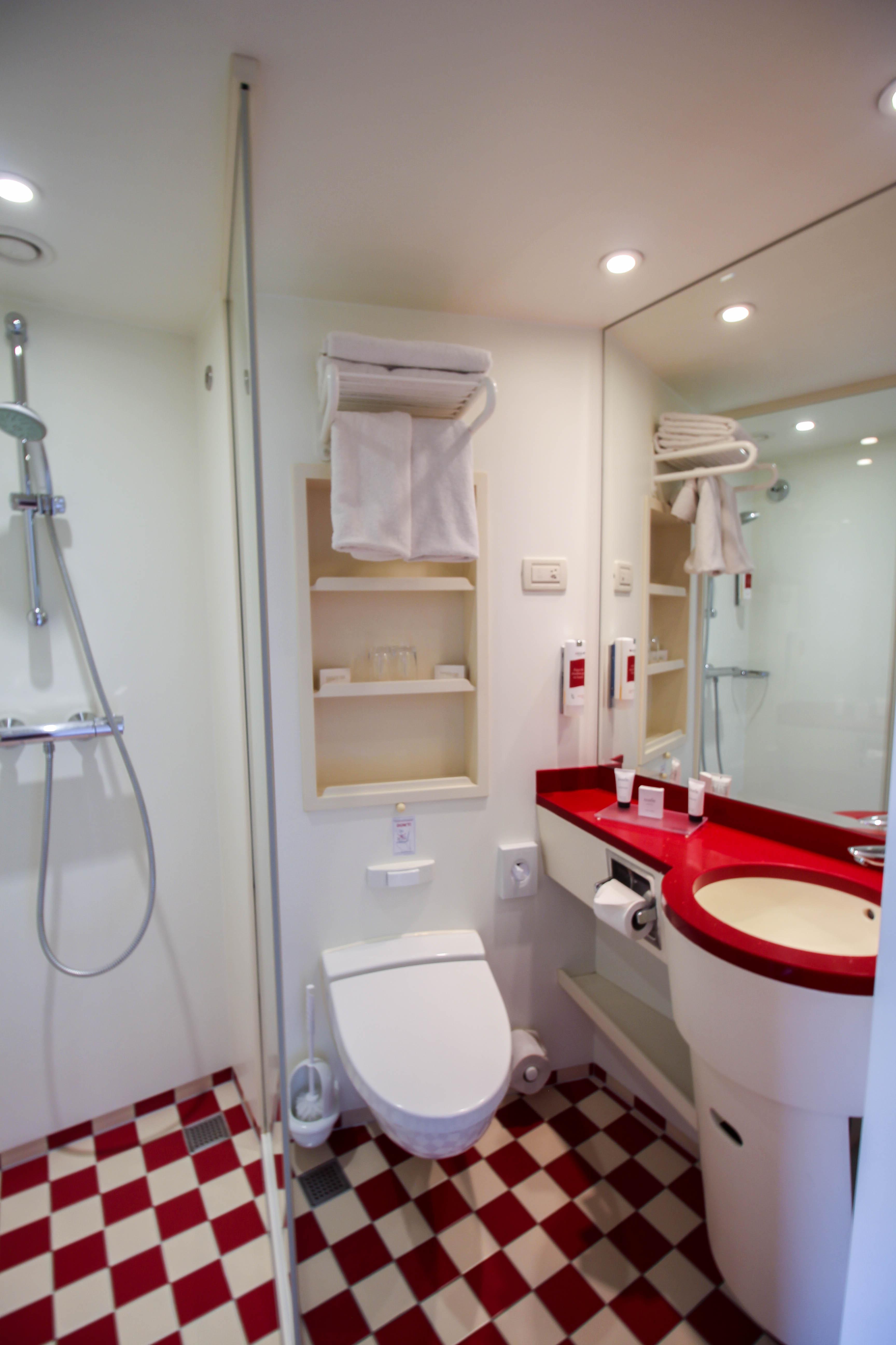 AROSA VIVA Kreuzfahrtschiff Kabine französischer Balkon Außenkabine Badezimmer Erfahrungen Seine Flusskreuzfahrt