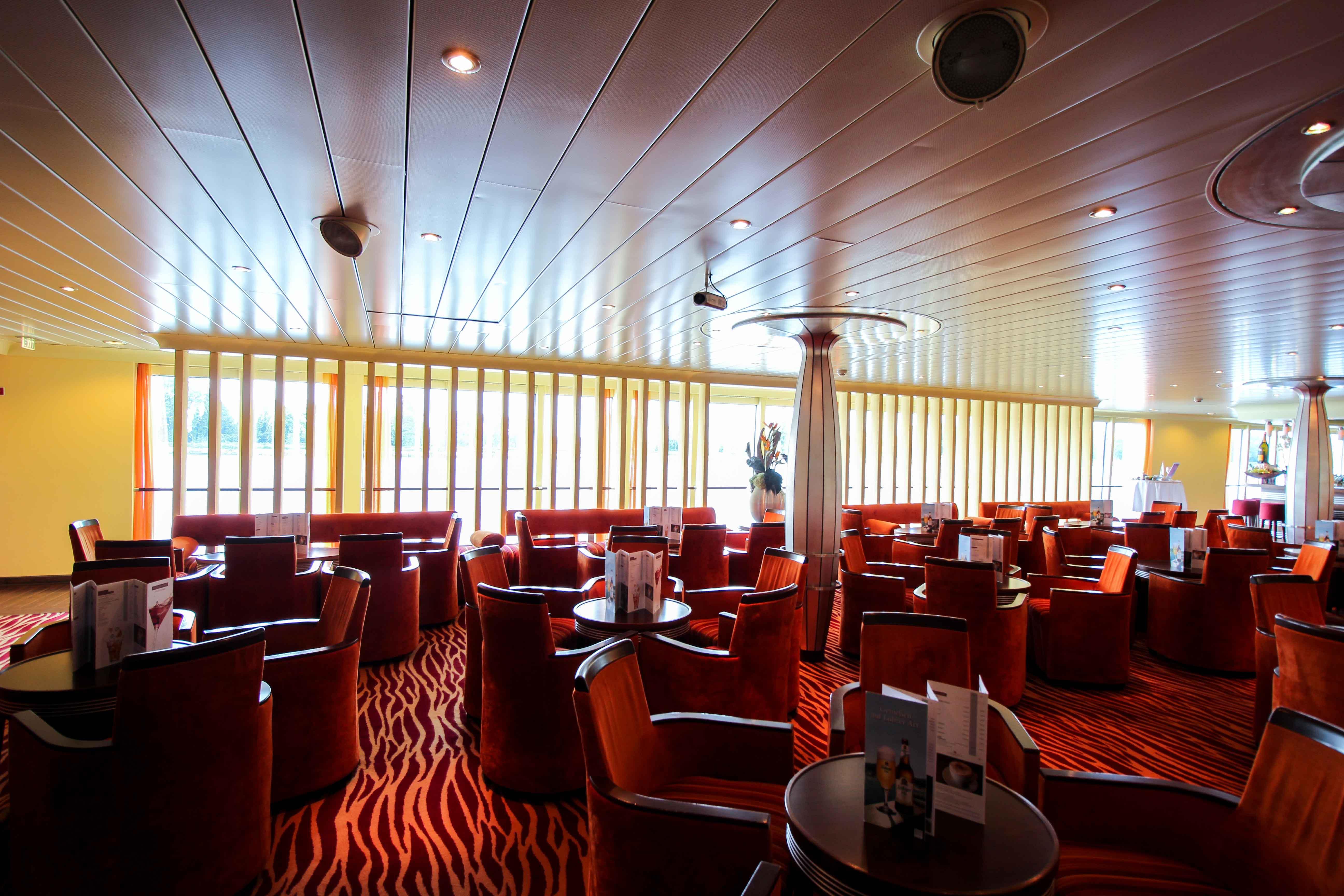 AROSA VIVA Kreuzfahrtschiff Lounge Bar Seine Flusskreuzfahrt