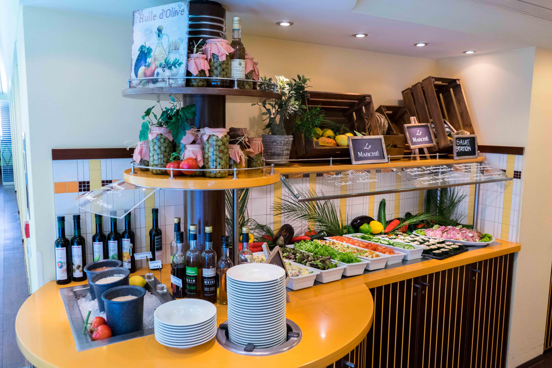 AROSA VIVA Seine Flusskreuzfahrt Kreuzfahrtschiff Buffet Restaurant Essen Dinner