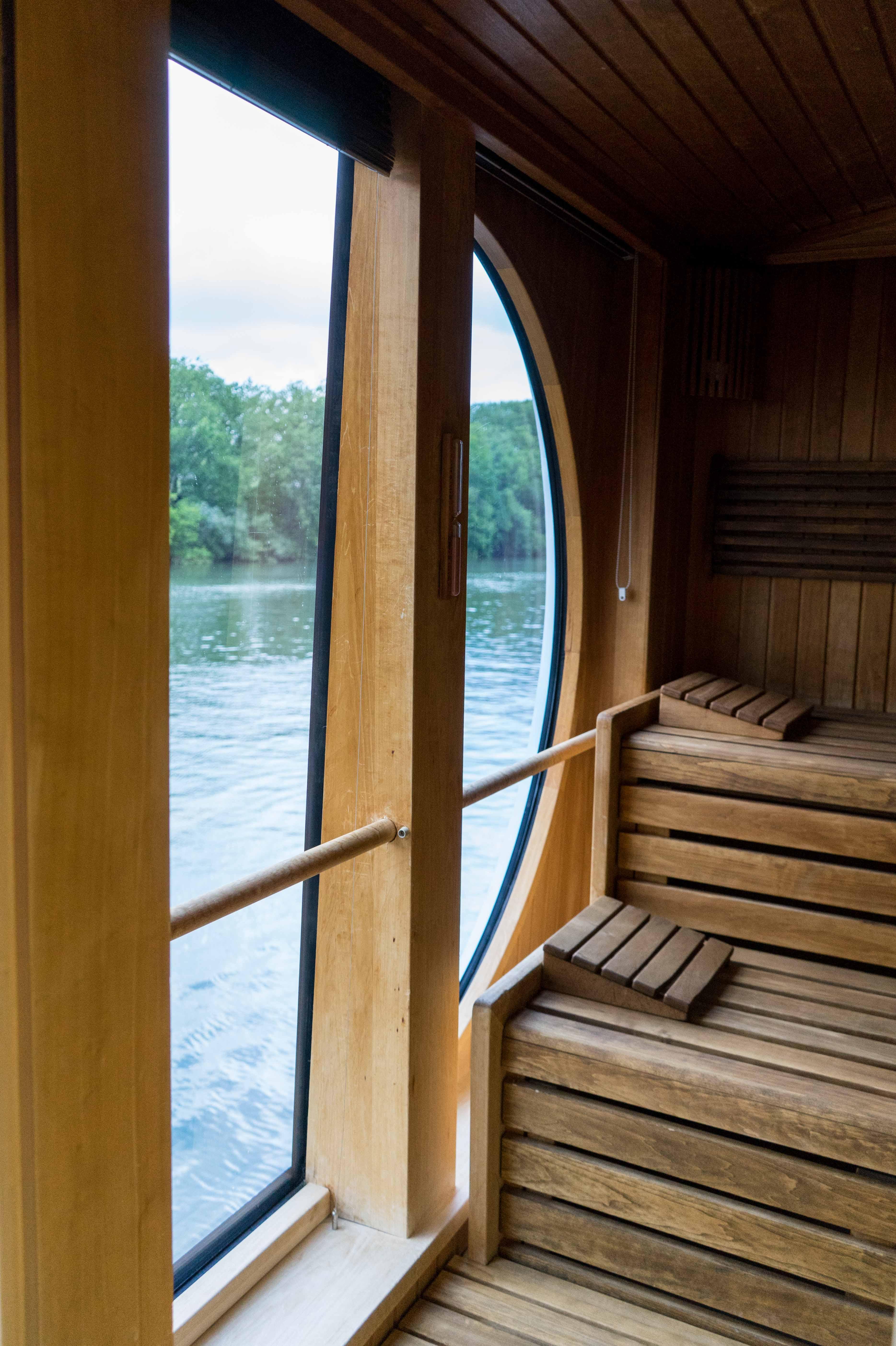 AROSA VIVA Seine Flusskreuzfahrt Kreuzfahrtschiff Wellnessbereich Panoramablick Sauna Panoramasauna