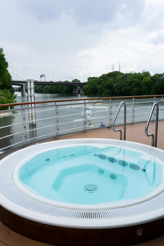 AROSA VIVA Seine Flusskreuzfahrt Kreuzfahrtschiff Wellnessbereich Whirlpool