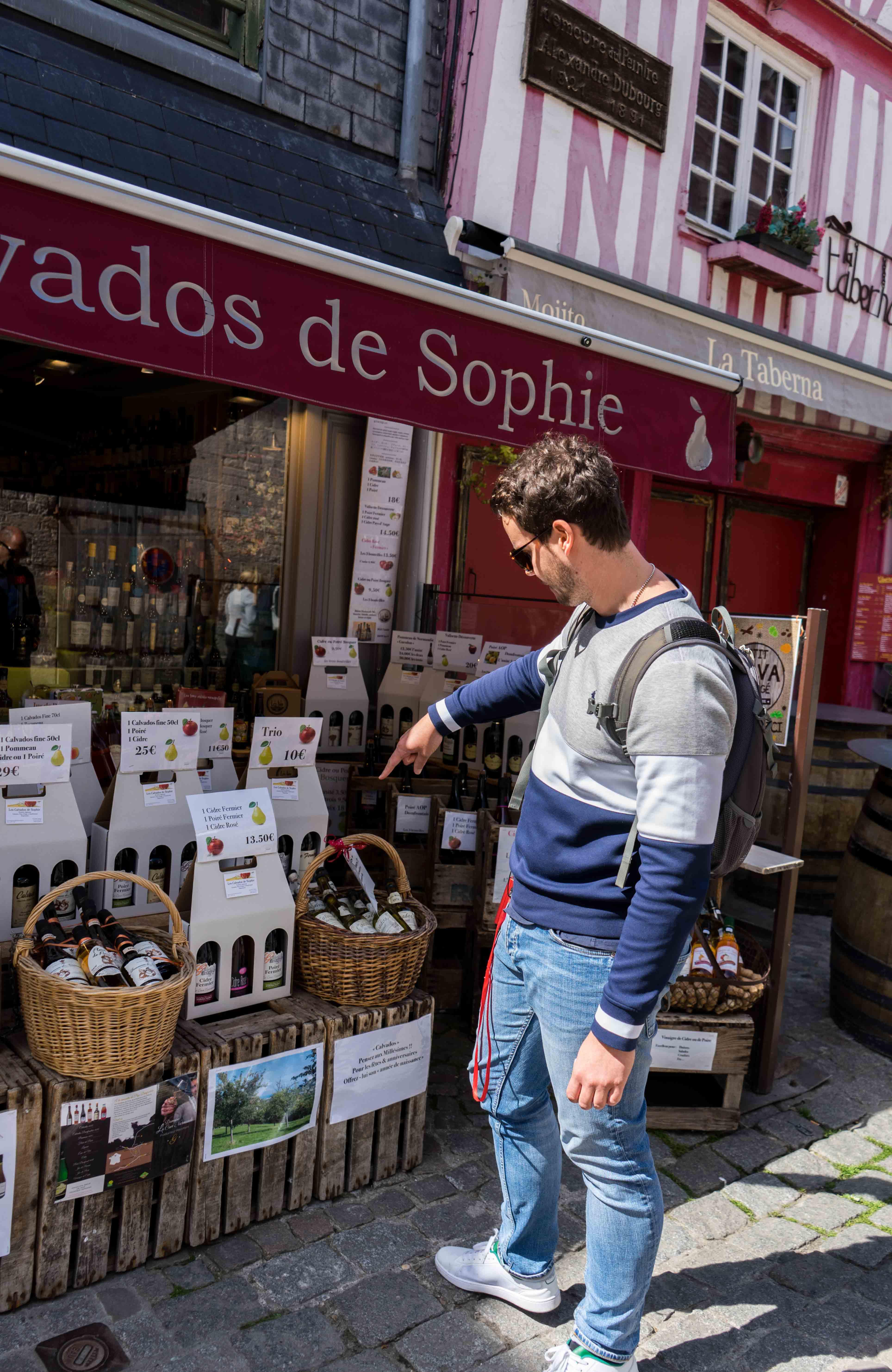 Calvados Shop Honfleur Tipps Normandie Rundreise beste Reiseroute Seine Flusskreuzfahrt AROSA Sehenswürdigkeiten Sightseeing Reiseblog 2