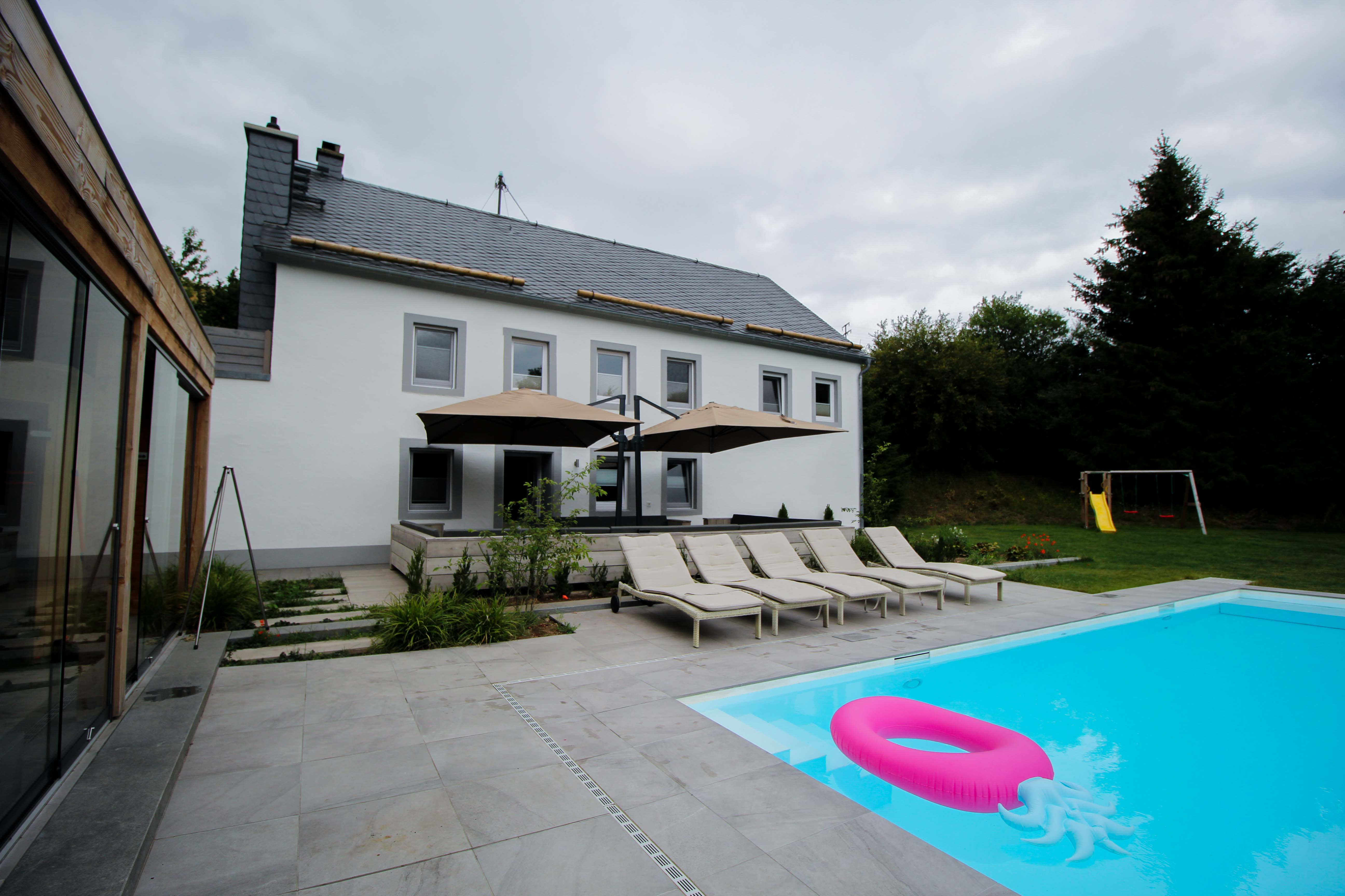 Geburtstagsfeier Location Villa Eifel Deutschland besondere Location JGA Villa mieten Muxerath Villa Steinshof Hasenhof Pool 2