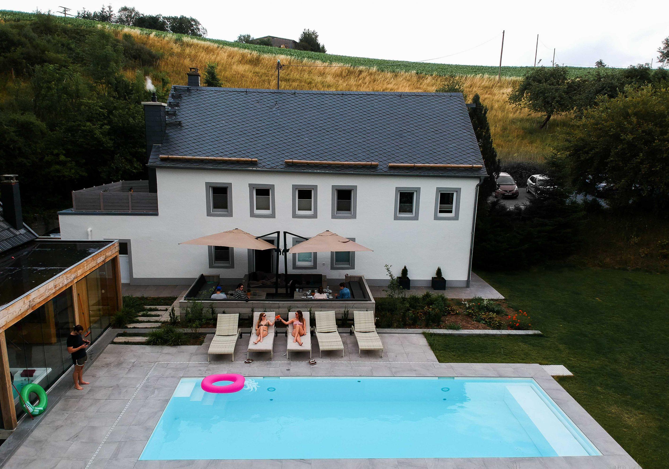 Geburtstagsfeier-Location-Villa-Eifel-Deutschland-besondere-Location-JGA-Villa-mieten-Muxerath-Villa-Steinshof-Hasenhof-Pool